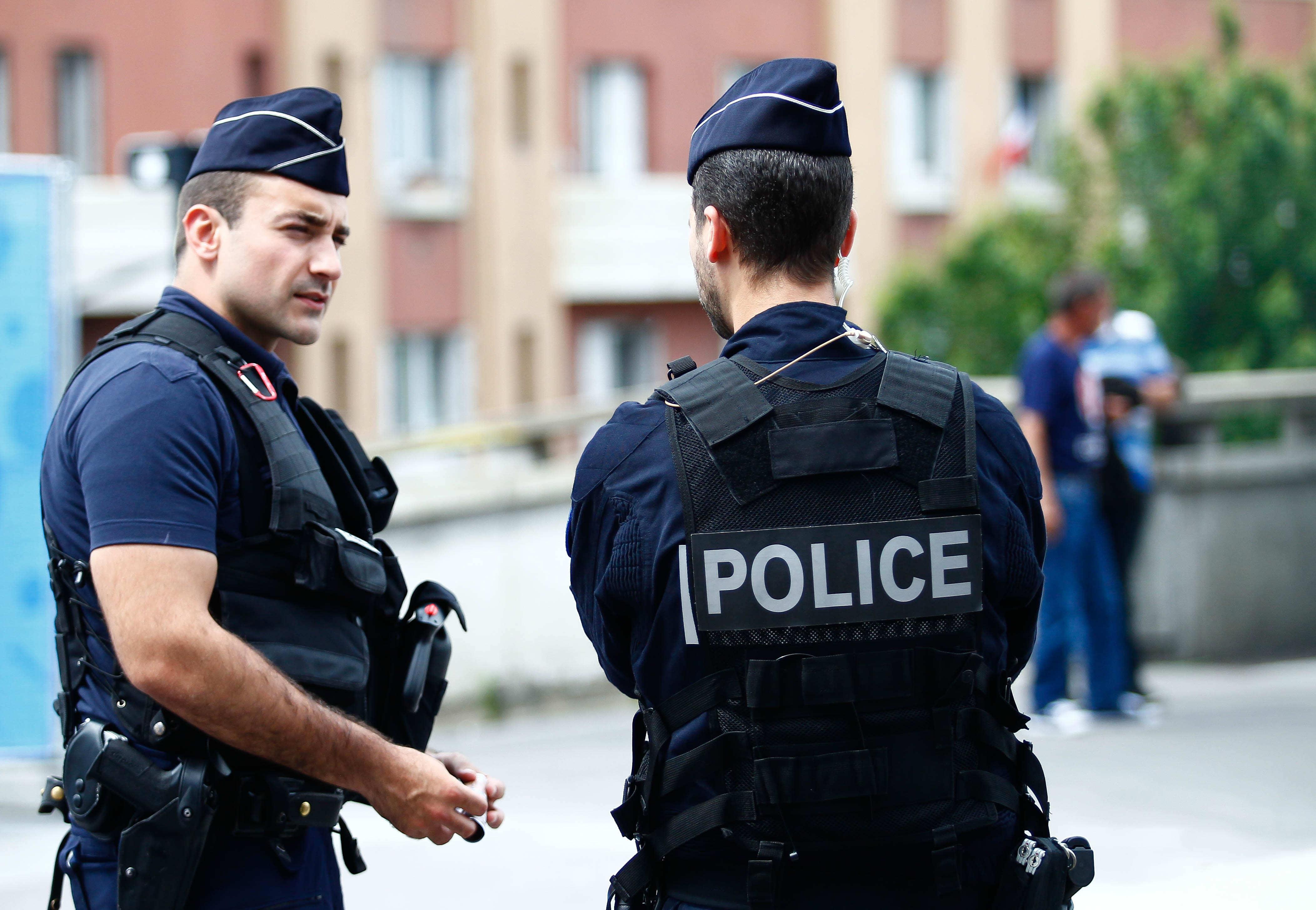 Francia, uomo aggredisce una mamma e le tre figlie in un villaggio vacanze