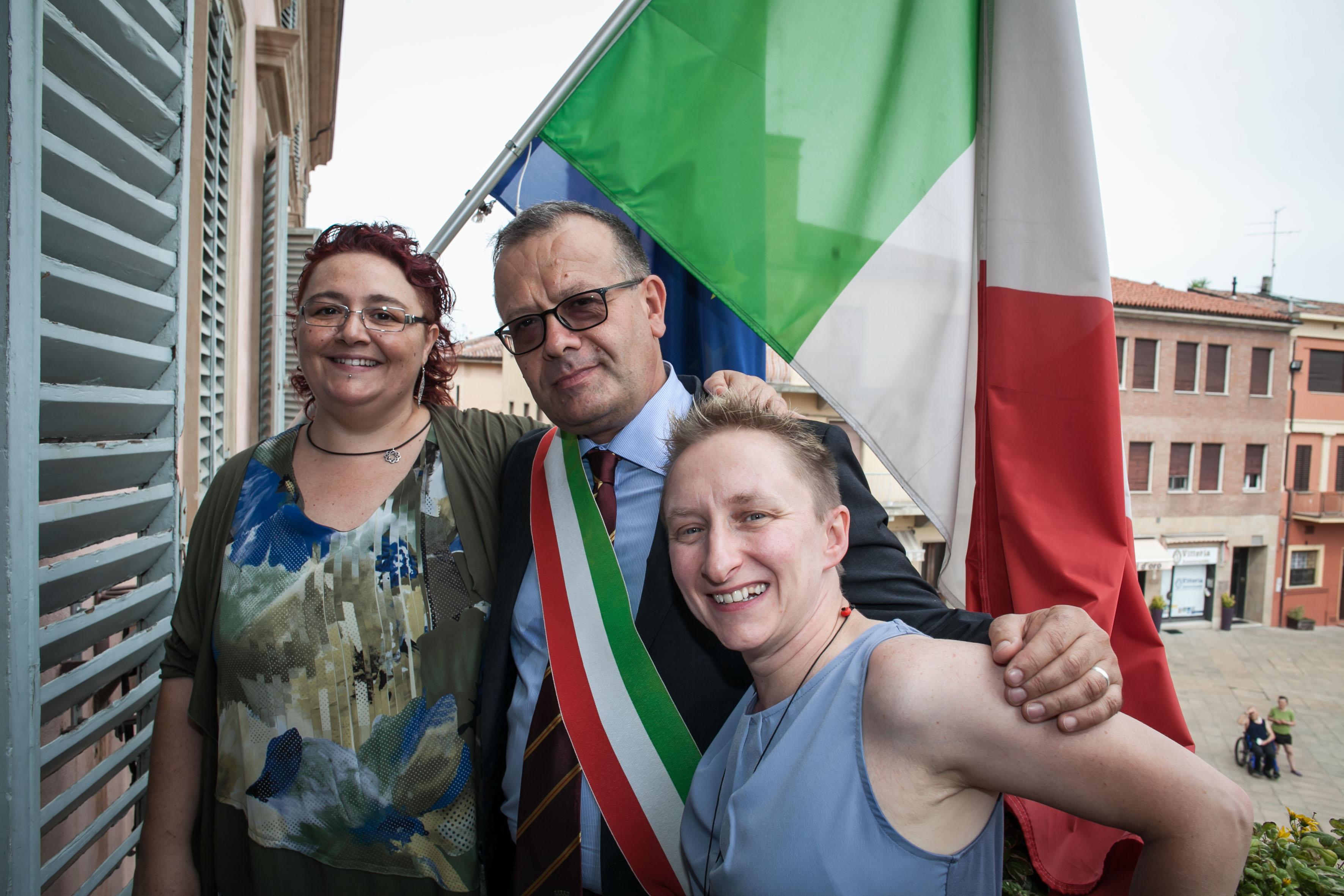 Prima unione civile gay in Italia: Elena e Deborah si sono sposate a Castel San Pietro