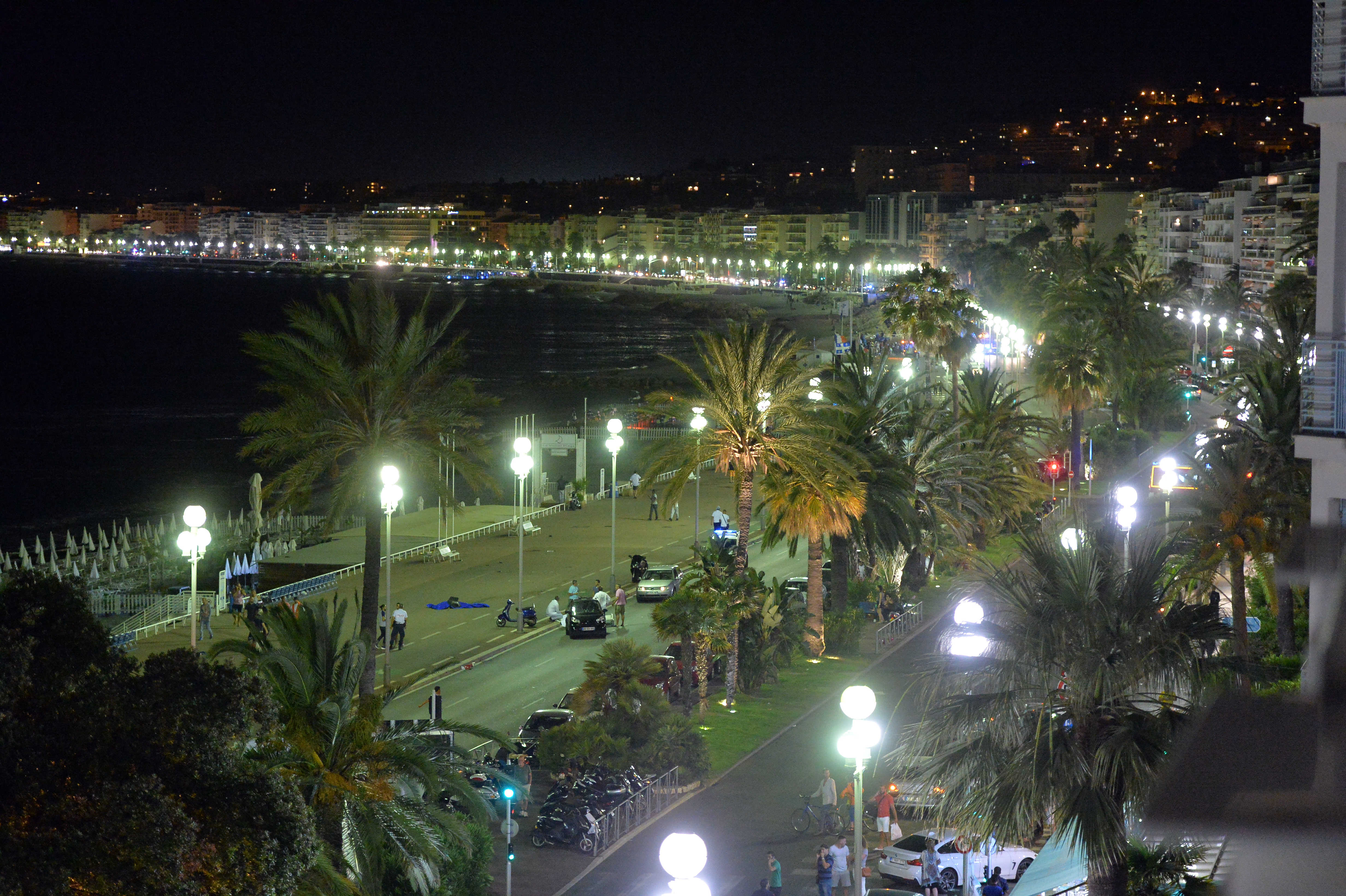Strage sulla Promenade des Anglais a Nizza: camion sulla folla
