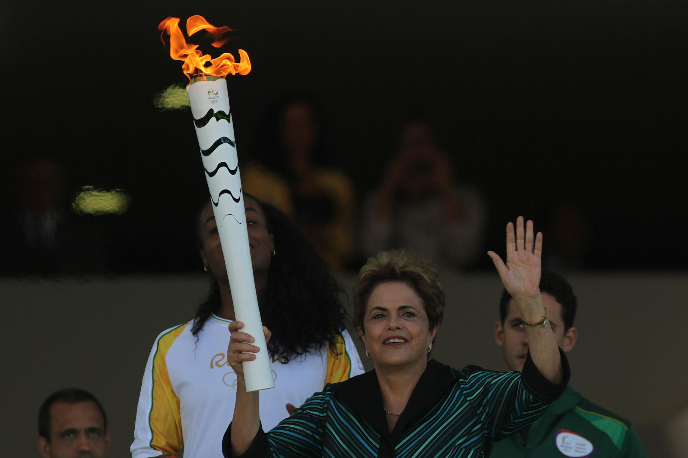 Olimpiadi Rio 2016, la torcia olimpica arriva a Brasilia