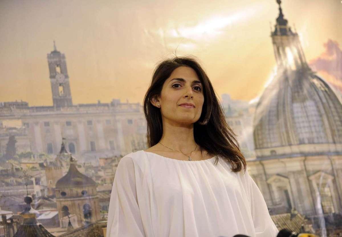 Chi è Virginia Raggi, la nuova sindaca di Roma del Movimento Cinque Stelle: biografia e programma [FOTO]