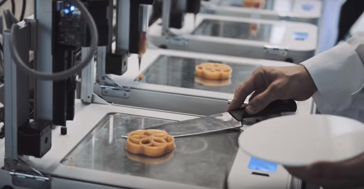 Londra, inaugurato il primo ristorante al mondo in cui si cucina con la stampante 3D