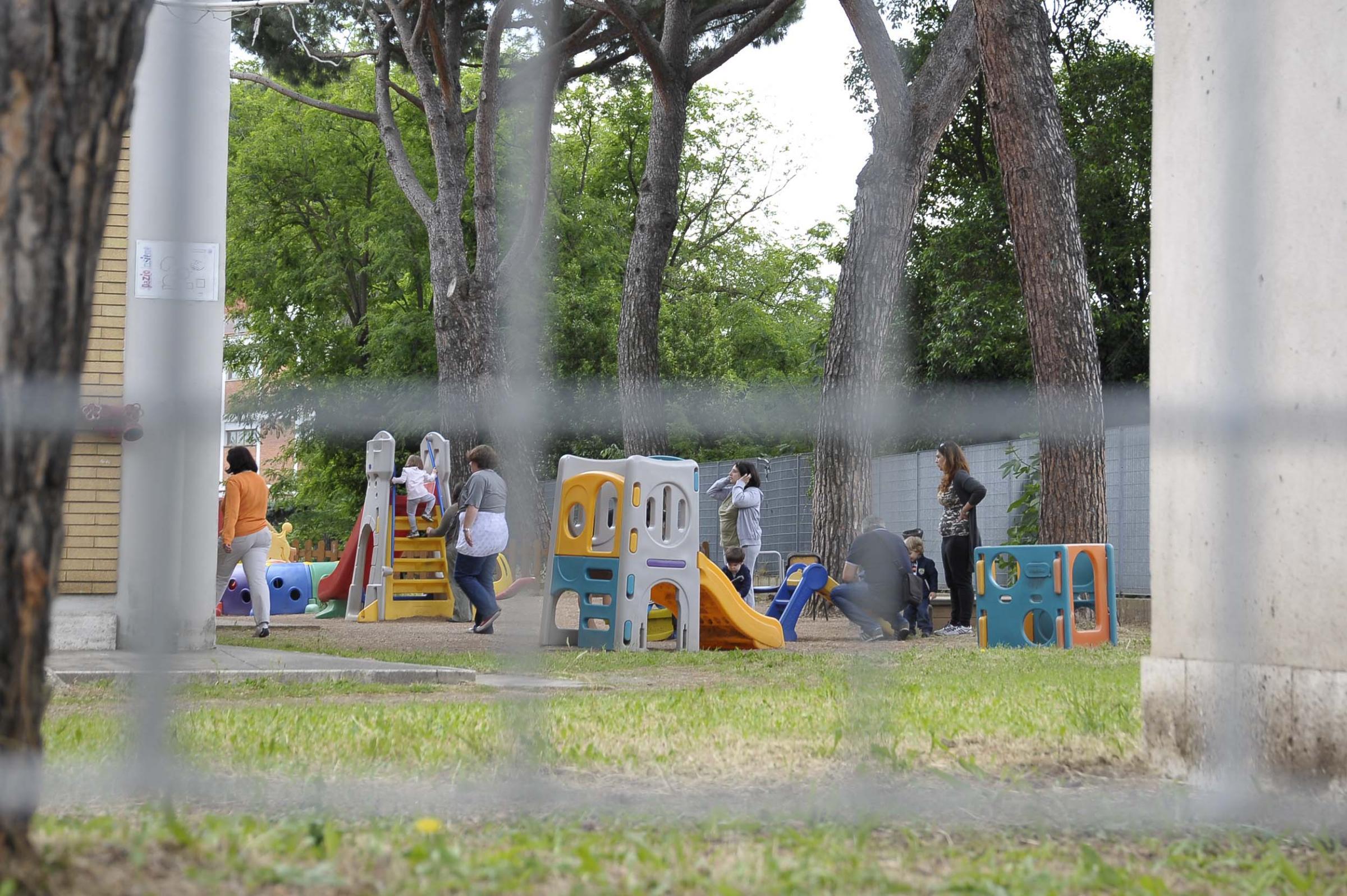 Maltrattamenti all'asilo nido: a Milano due arresti. Morsi e insulti ai bambini