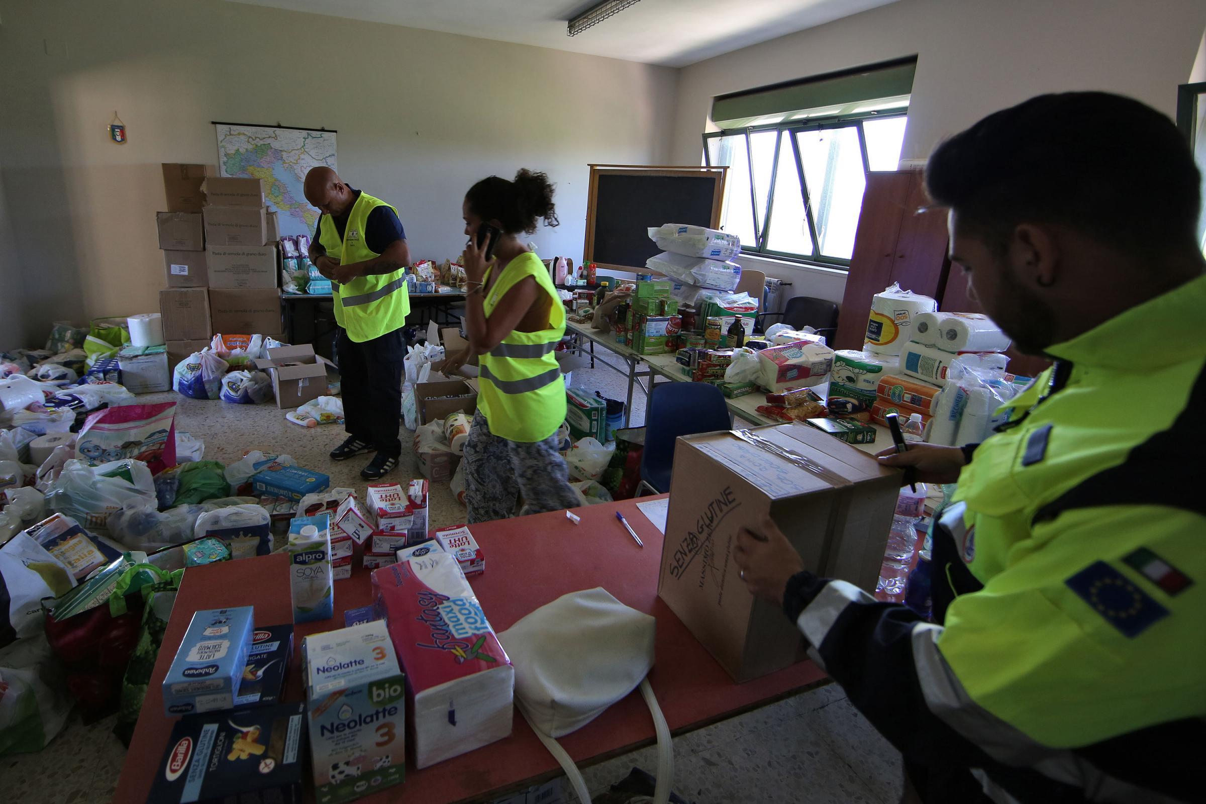 Roma, raccolta di generi di prima necessità da parte della Protezione Civile per sisma