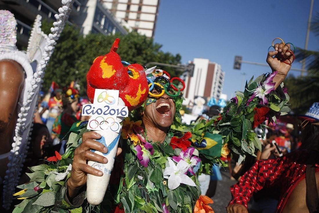 Brasile, festeggiamenti per il carnevale a Rio de Janeiro