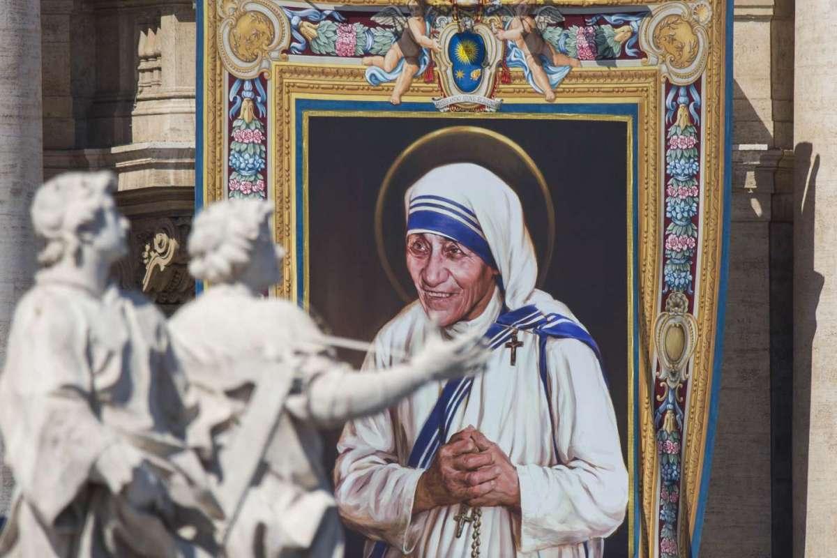 Madre Teresa di Calcutta è santa: Papa Francesco pronuncia la formula [FOTO]