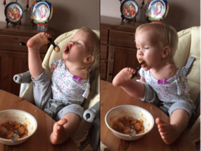 La bambina russa nata senza braccia mangia da sola: il video diventa virale
