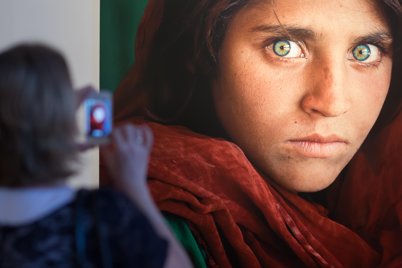 Pakistan, arrestata la Monna Lisa della guerra afgana per falsificazione di documento