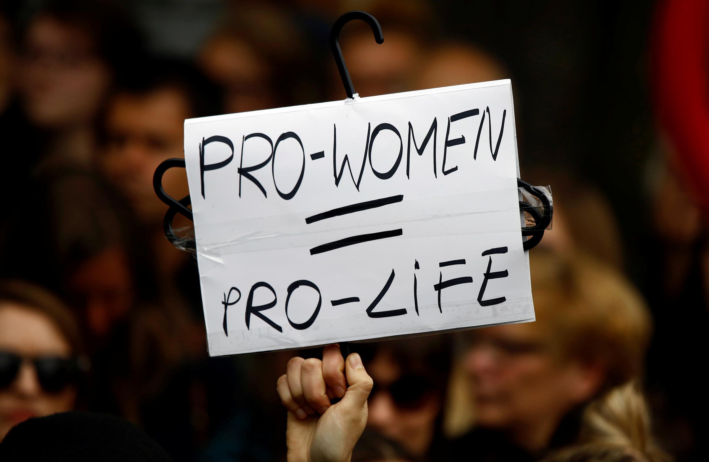 Legge anti-aborto in Polonia: vincono le proteste e il Parlamento fa dietrofront