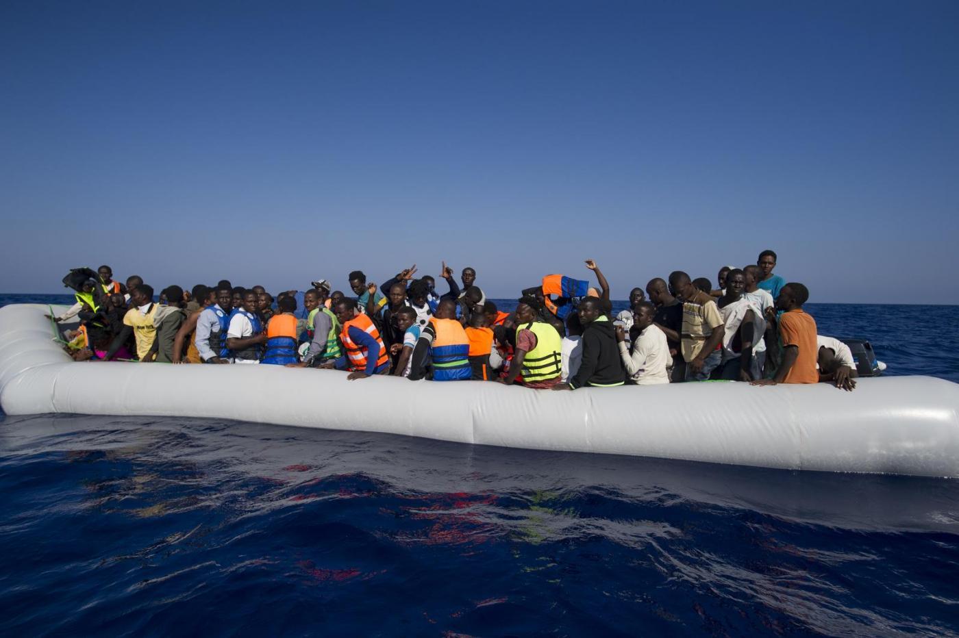 soccorso migranti al largo delle coste libiche