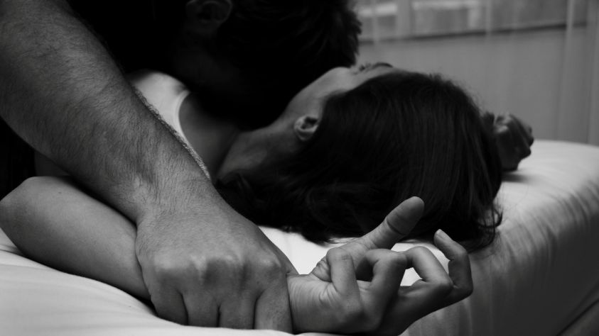 Violenza sessuale e stalking ai danni di una 15enne per due anni: arrestato 21enne a Bari