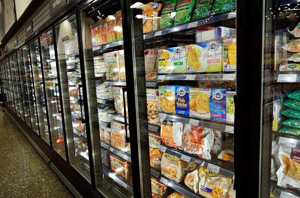 Etichette alimentari, nuovi obblighi: grassi, zuccheri e calorie ben visibili
