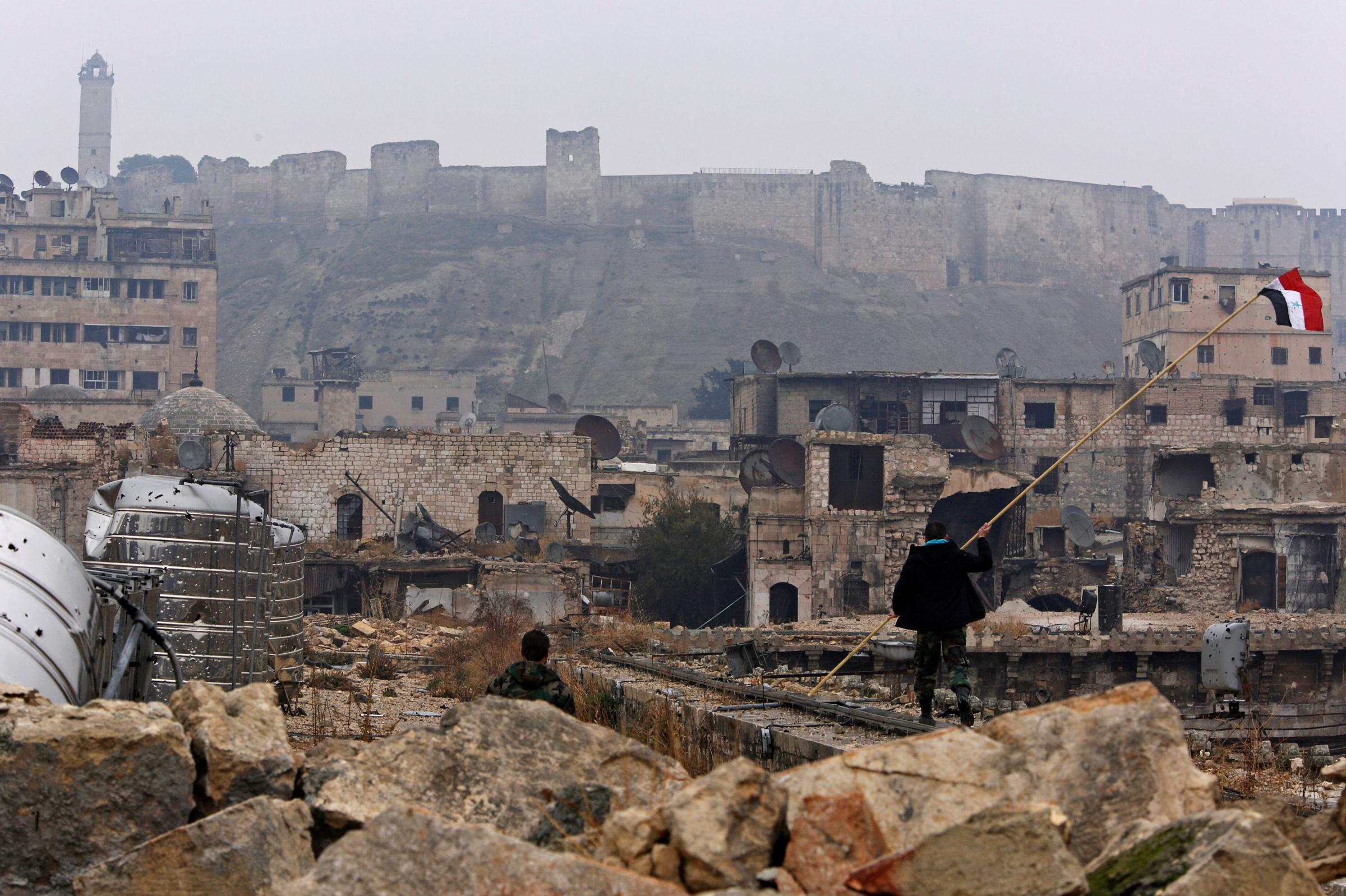 Guerra in Siria: ad Aleppo le donne si suicidano per non finire vittime di stupri dei miliziani