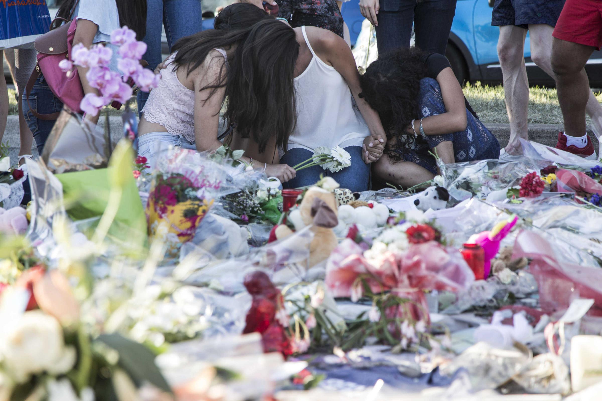 Nizza, il ricordo delle vittime sulla Promenade des Anglais