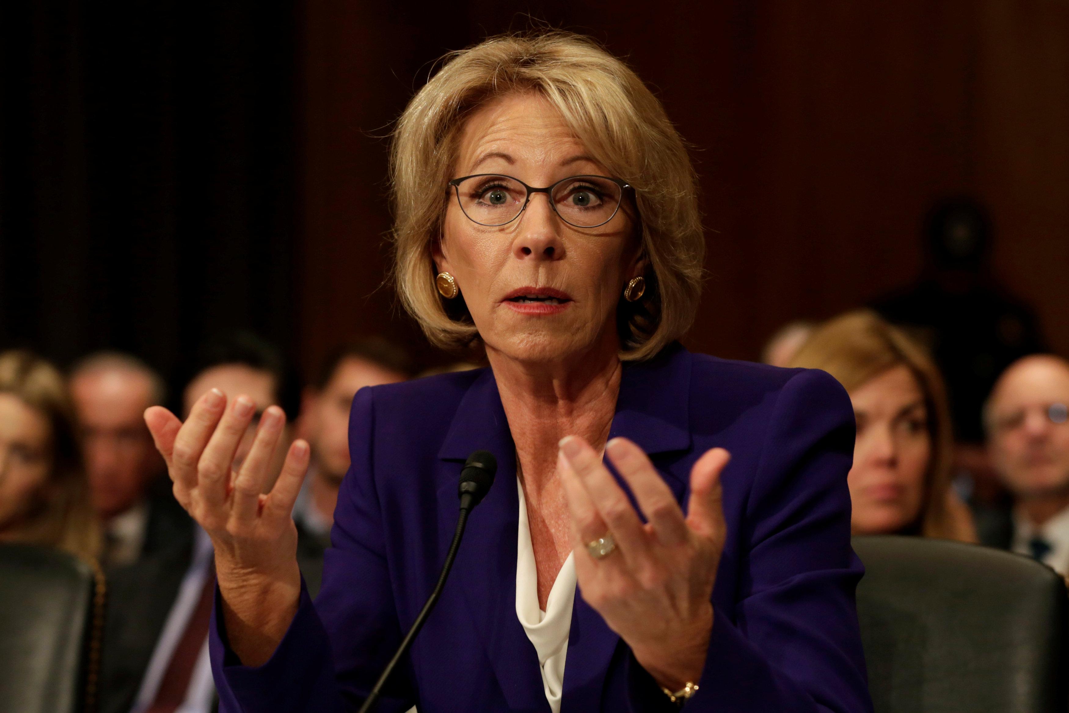 Washington, il segretario dell'ìistruzione Betsy DeVos