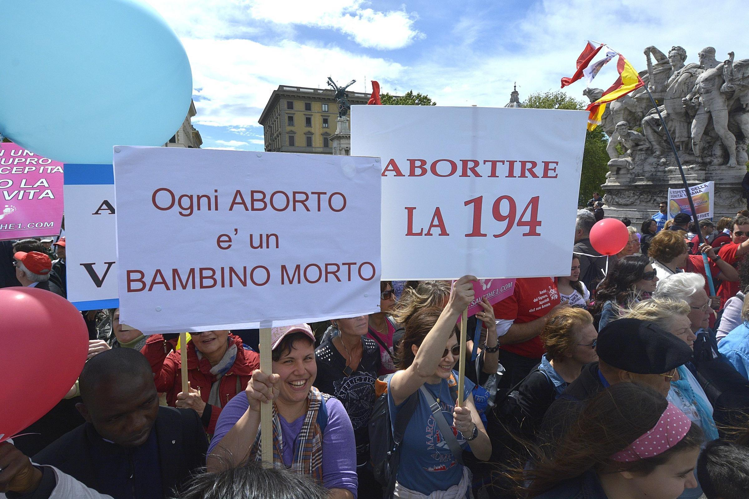 Marcia per la vita in piazza a Roma contro l'aborto