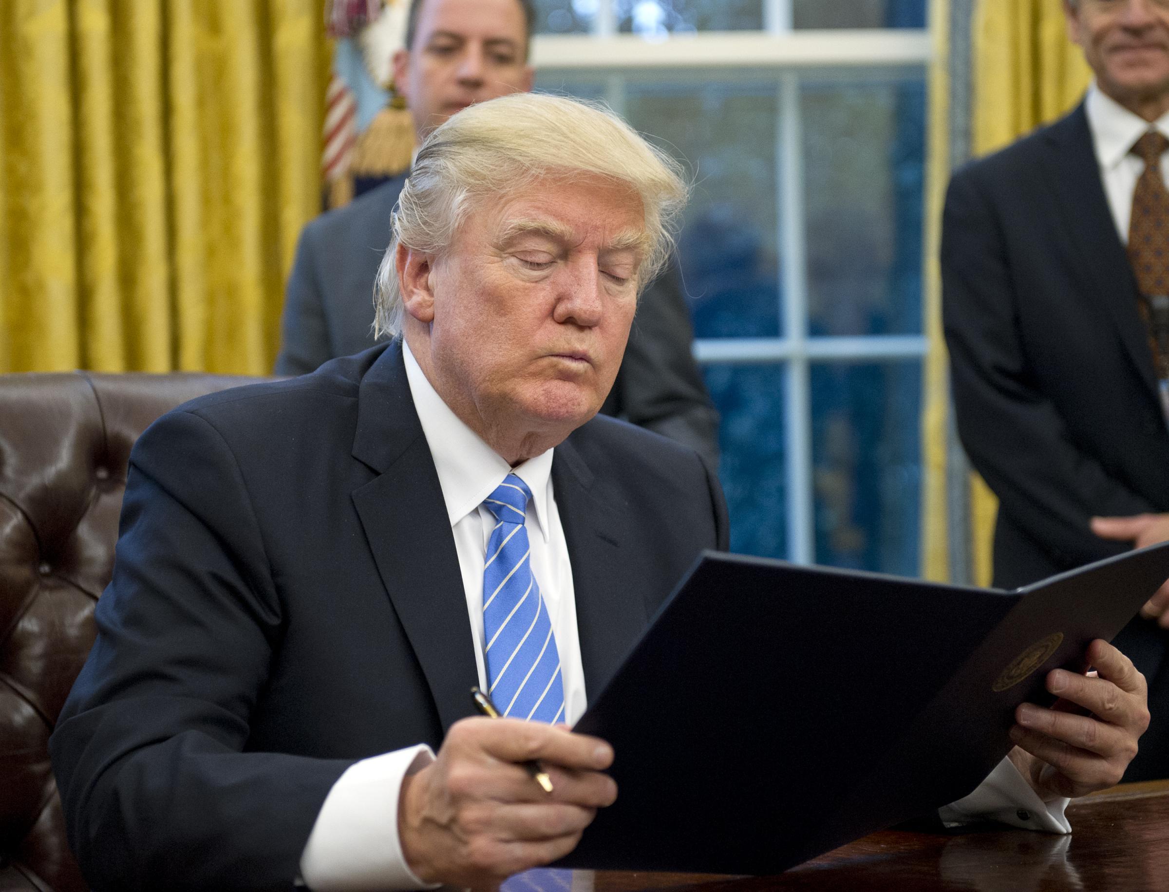 Aborto: Trump blocca i fondi con un ordine esecutivo