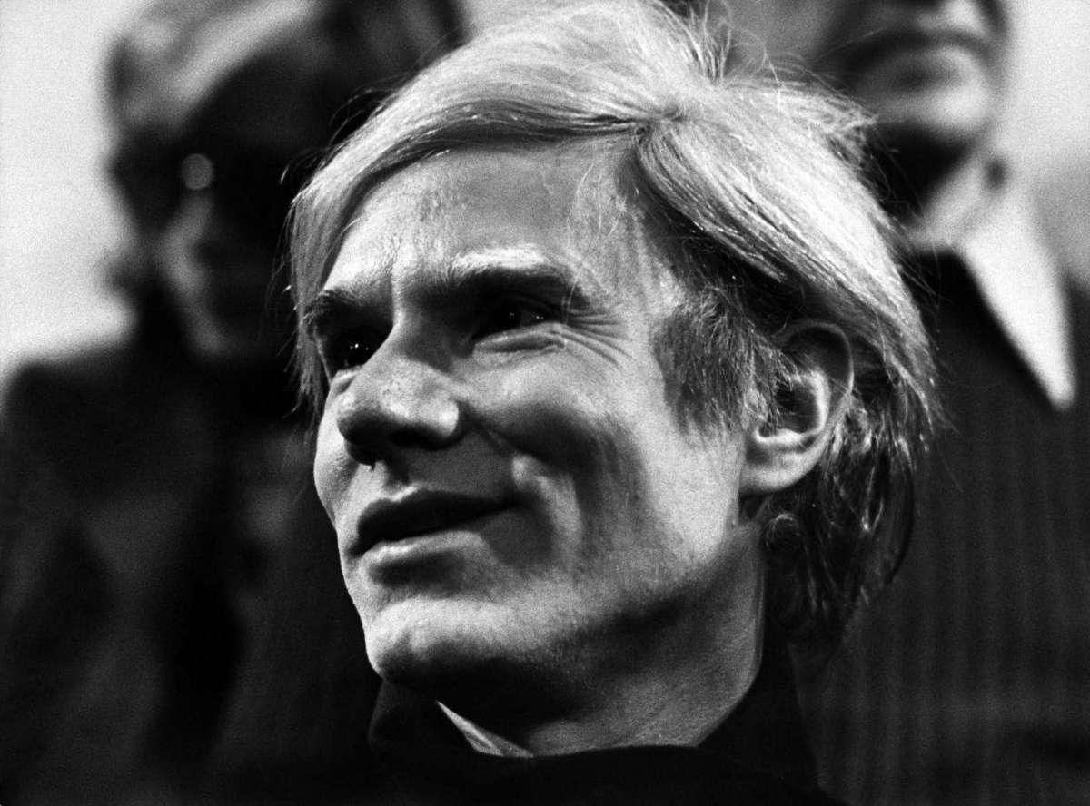 Andy Warhol, la biografia e le opere dell'artista che ha inventato il pop [FOTO]
