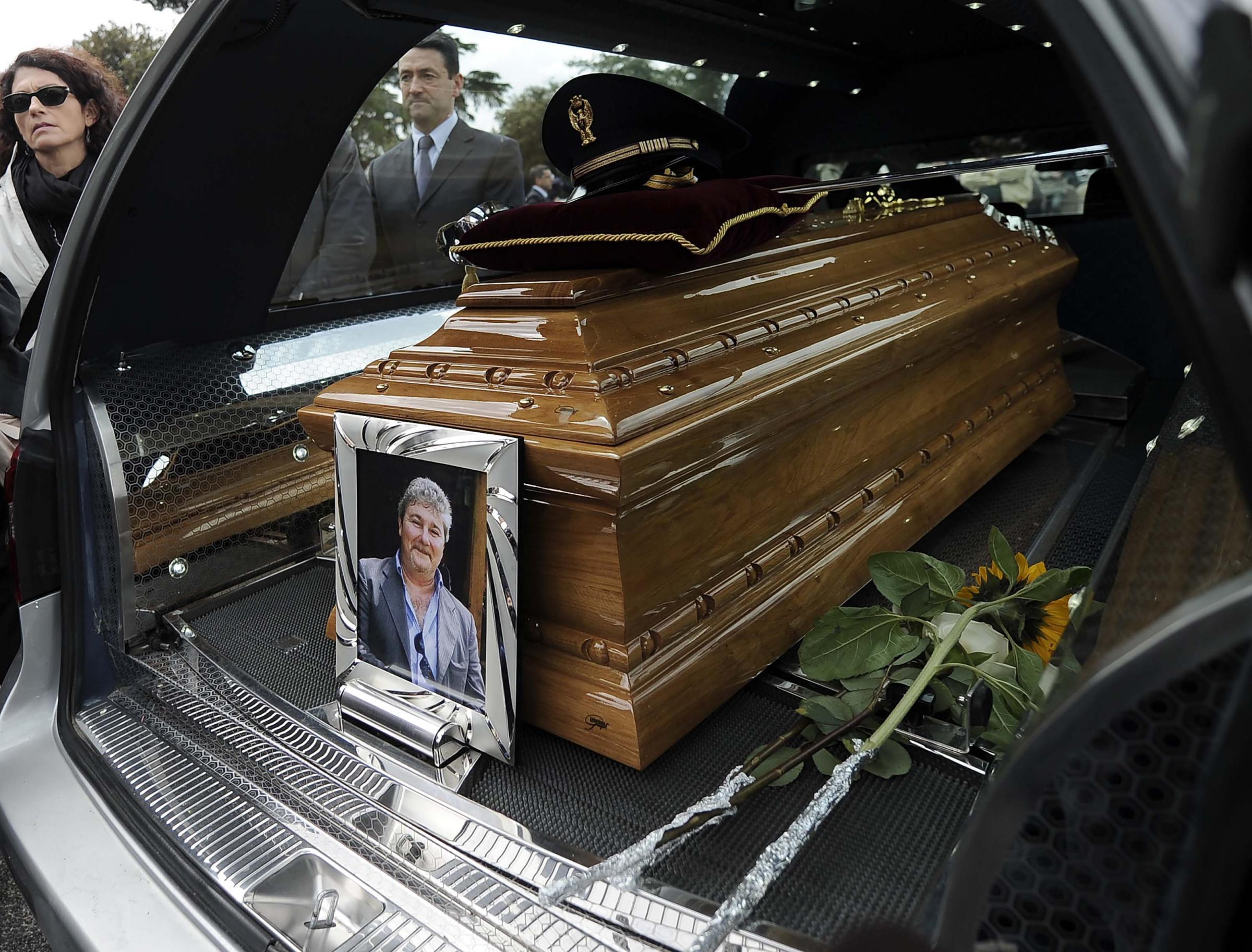 Funerali di Roberto Mancini il poliziotto che scoprì la Terra dei Fuochi