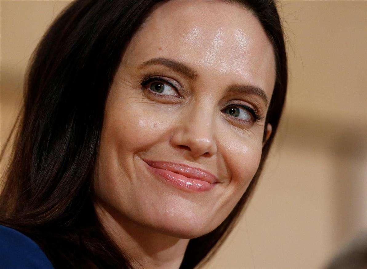 Angelina Jolie in cattedra a Londra per il primo corso universitario sui diritti delle donne