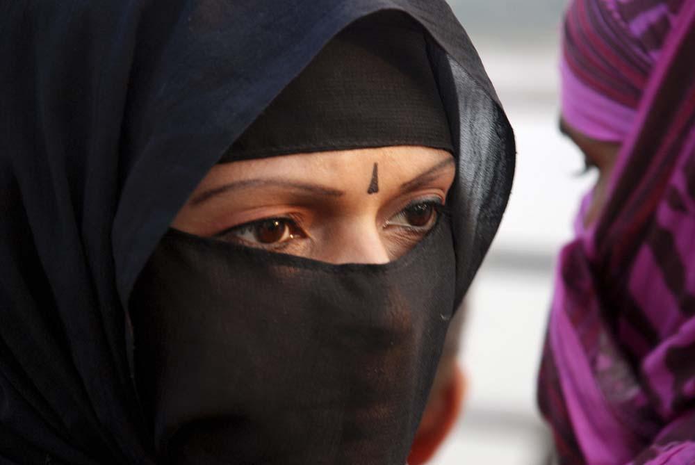 La Liguria vieta l'ingresso negli uffici e negli ospedali alle donne con il burqa