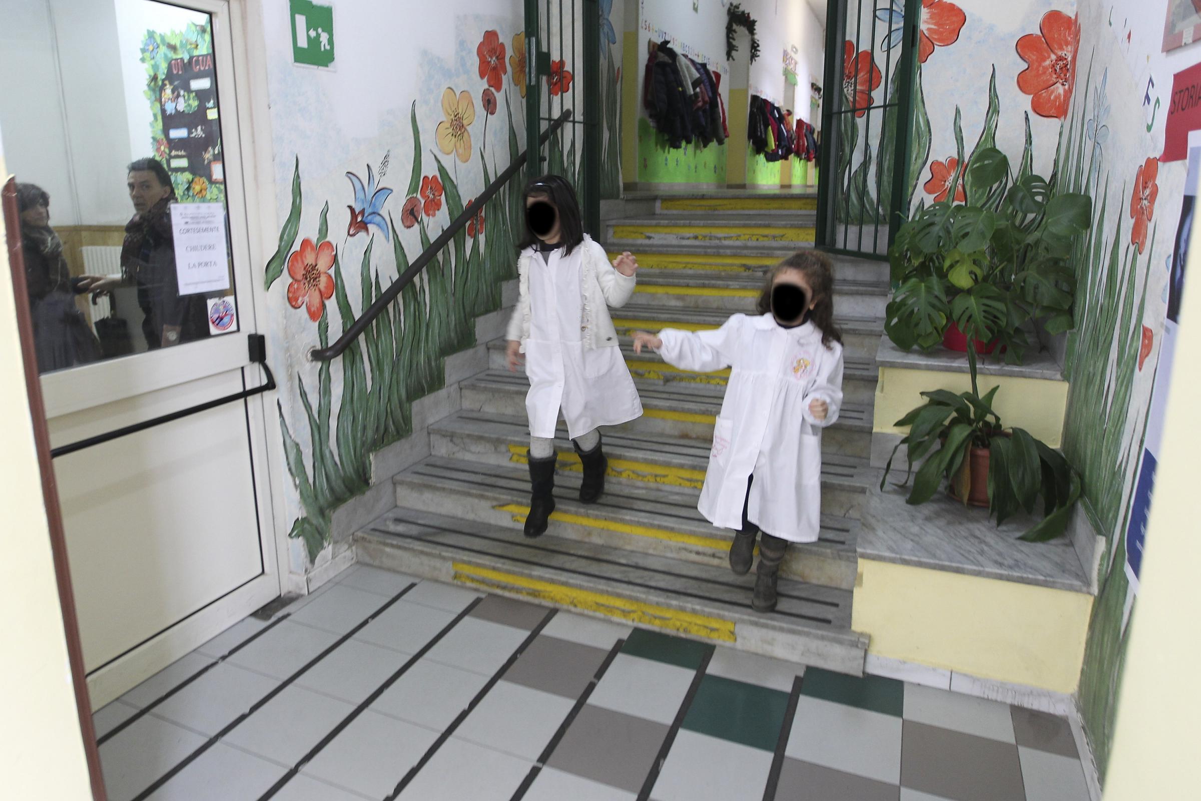 Benevento, sospesa maestra delle elementari: offendeva e picchiava i bambini