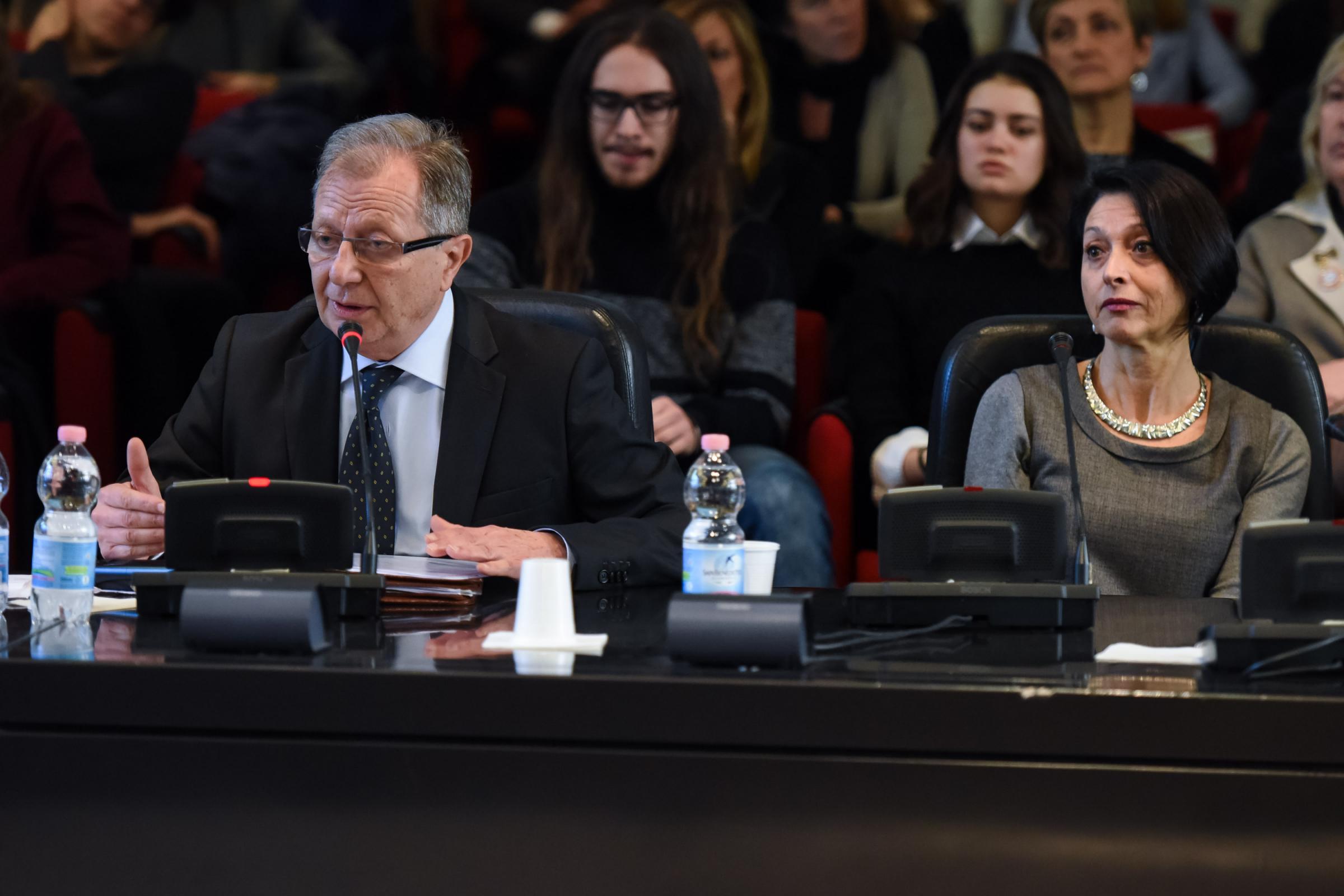 """Cyberbullismo, Paolo Picchio scrive una lettera dopo Vigevano: """"mia figlia Carolina vittima di un video non sia tradita"""""""
