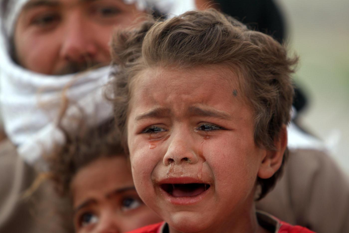 Siria: strage di bambini per gas tossico. 72 morti nell'attacco