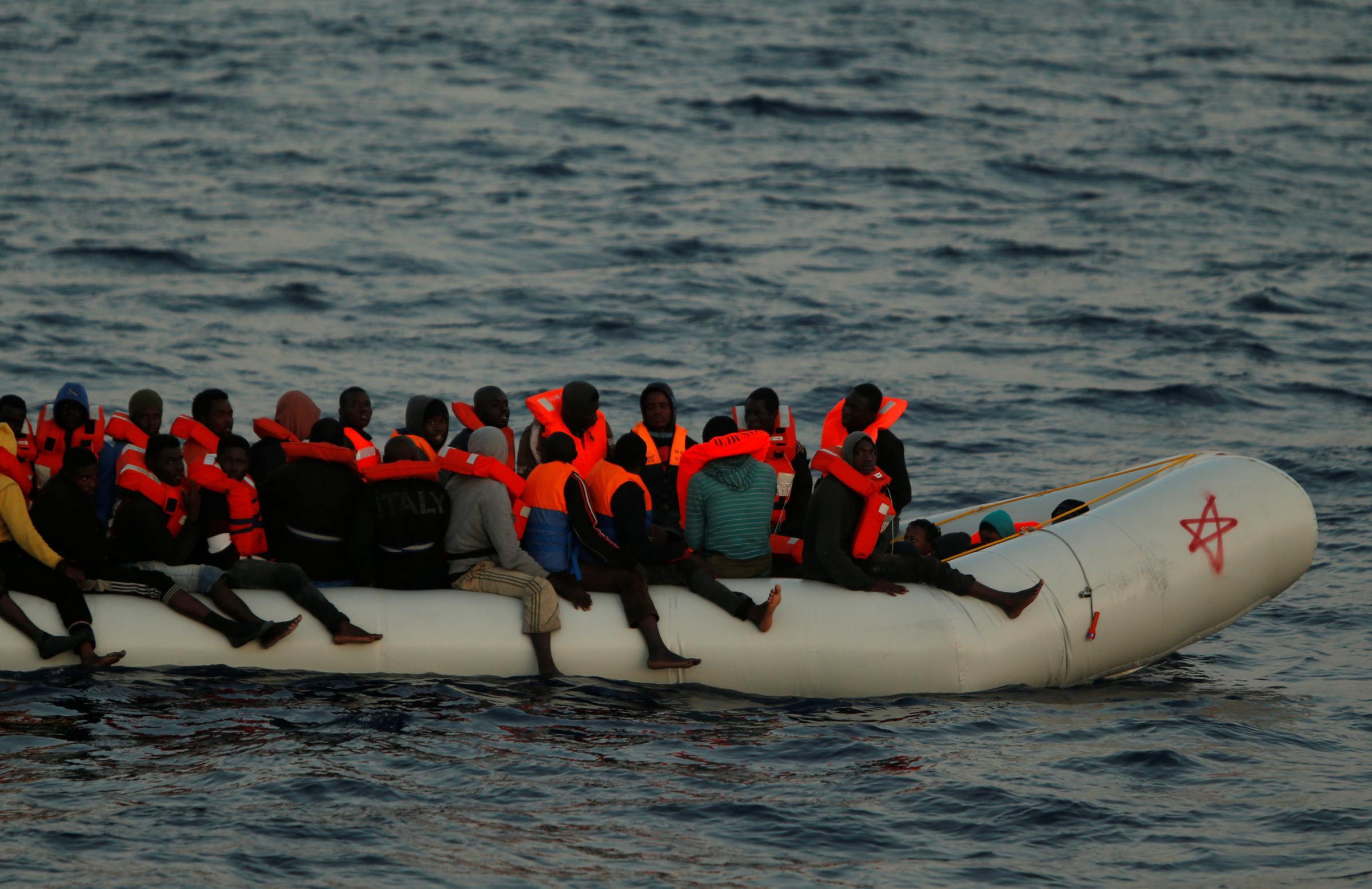 Migranti e Ong, sono davvero finanziate dai trafficanti? Il dibattito che infervora la politica