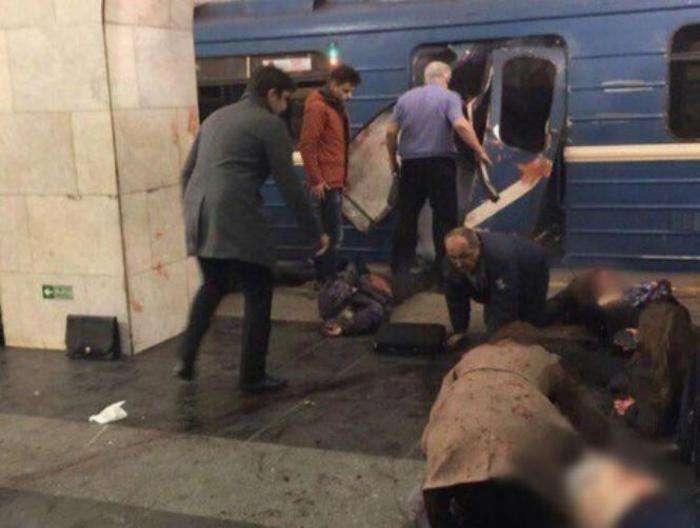 San Pietroburgo, esplosione in metro: si parla di almeno 10 vittime [FOTO]