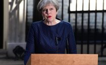 Theresa May annuncia le elezioni anticipate: Gran Bretagna al voto l8 giugno
