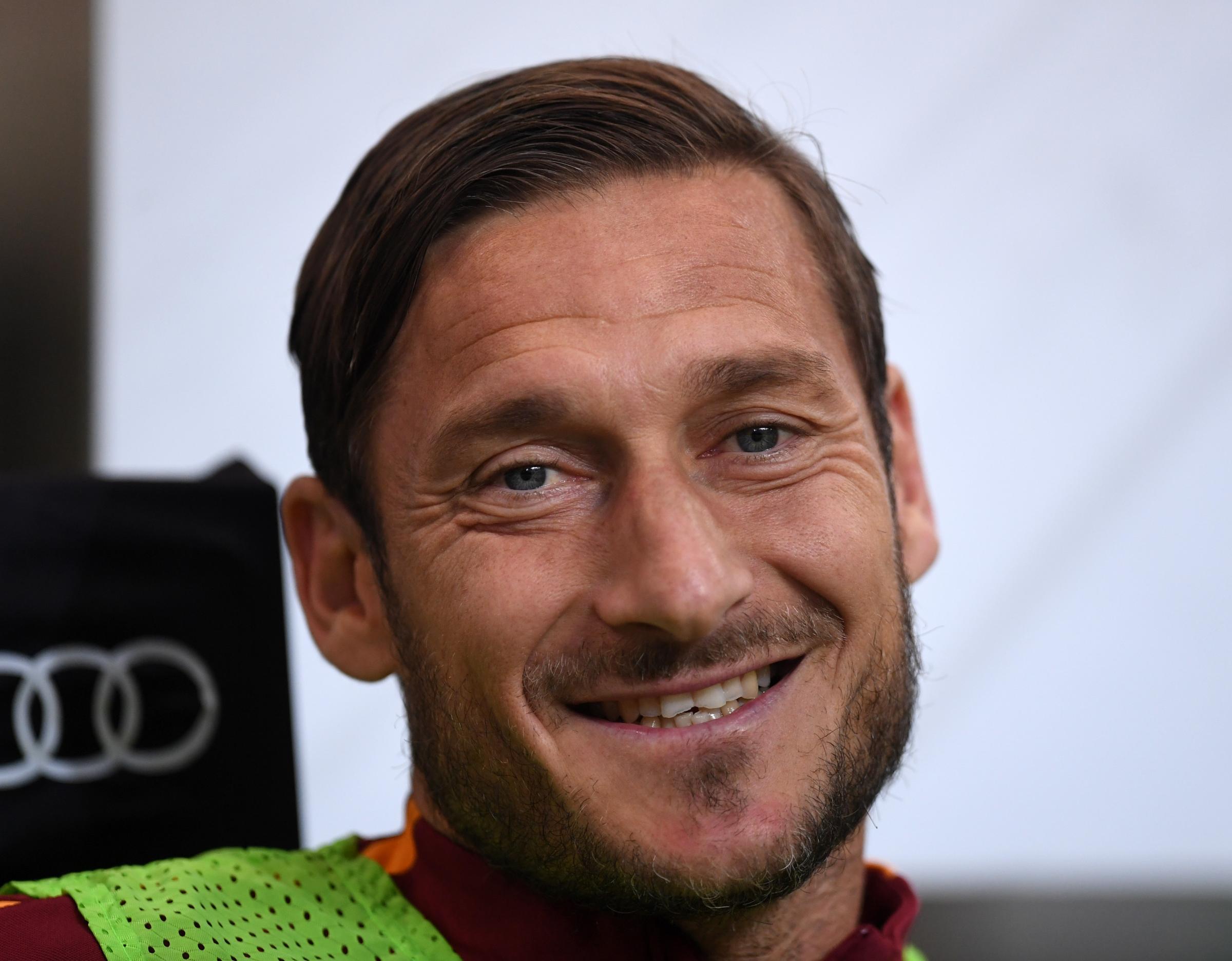Francesco Totti, calciatore, marito e papà: la sua storia in foto