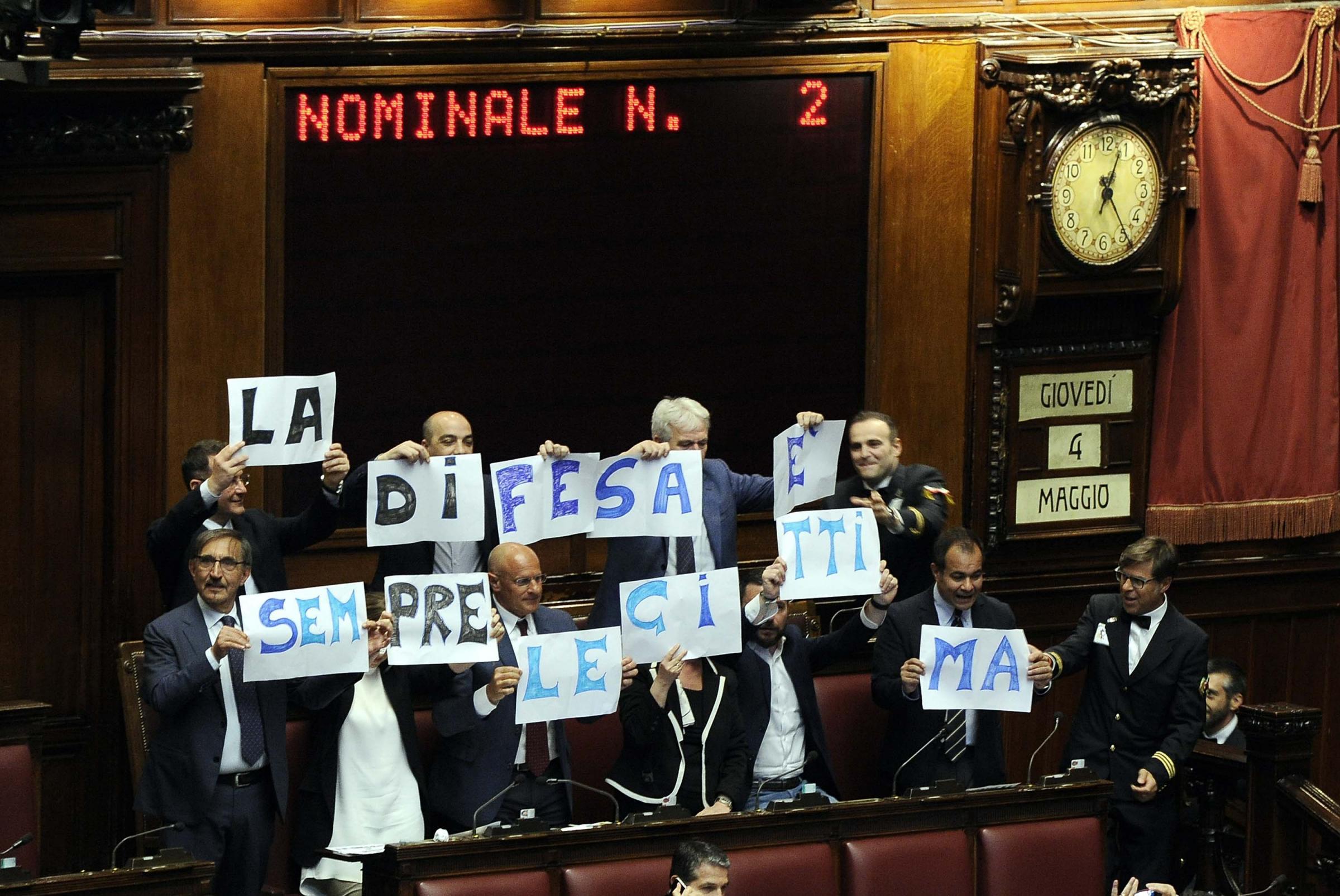 Legittima difesa: ok della Camera, testo passa al Senato. Cosa cambia con la nuova legge?