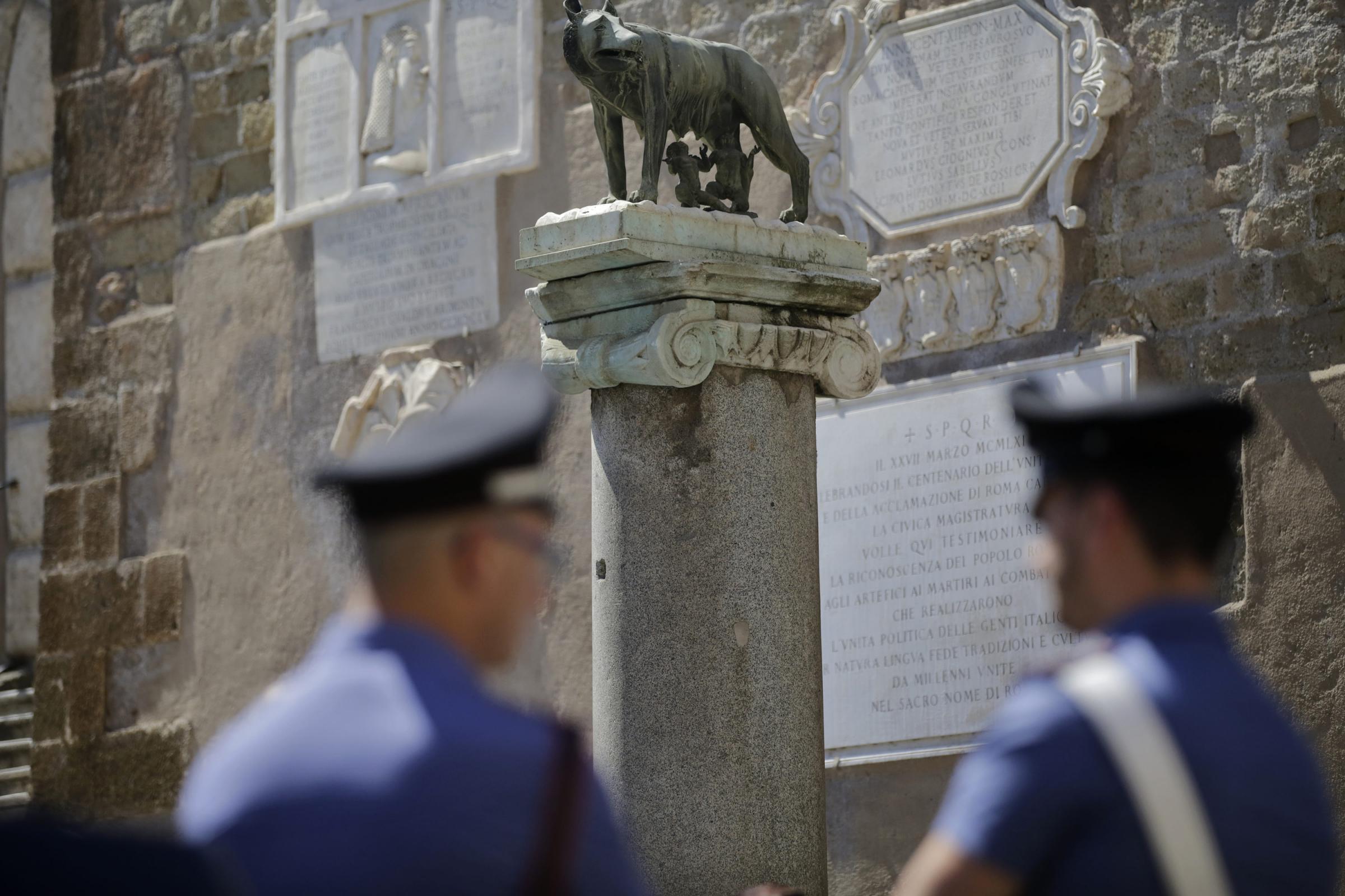 Roma, omicidio in centro storico: uccide la compagna con un peso da palestra