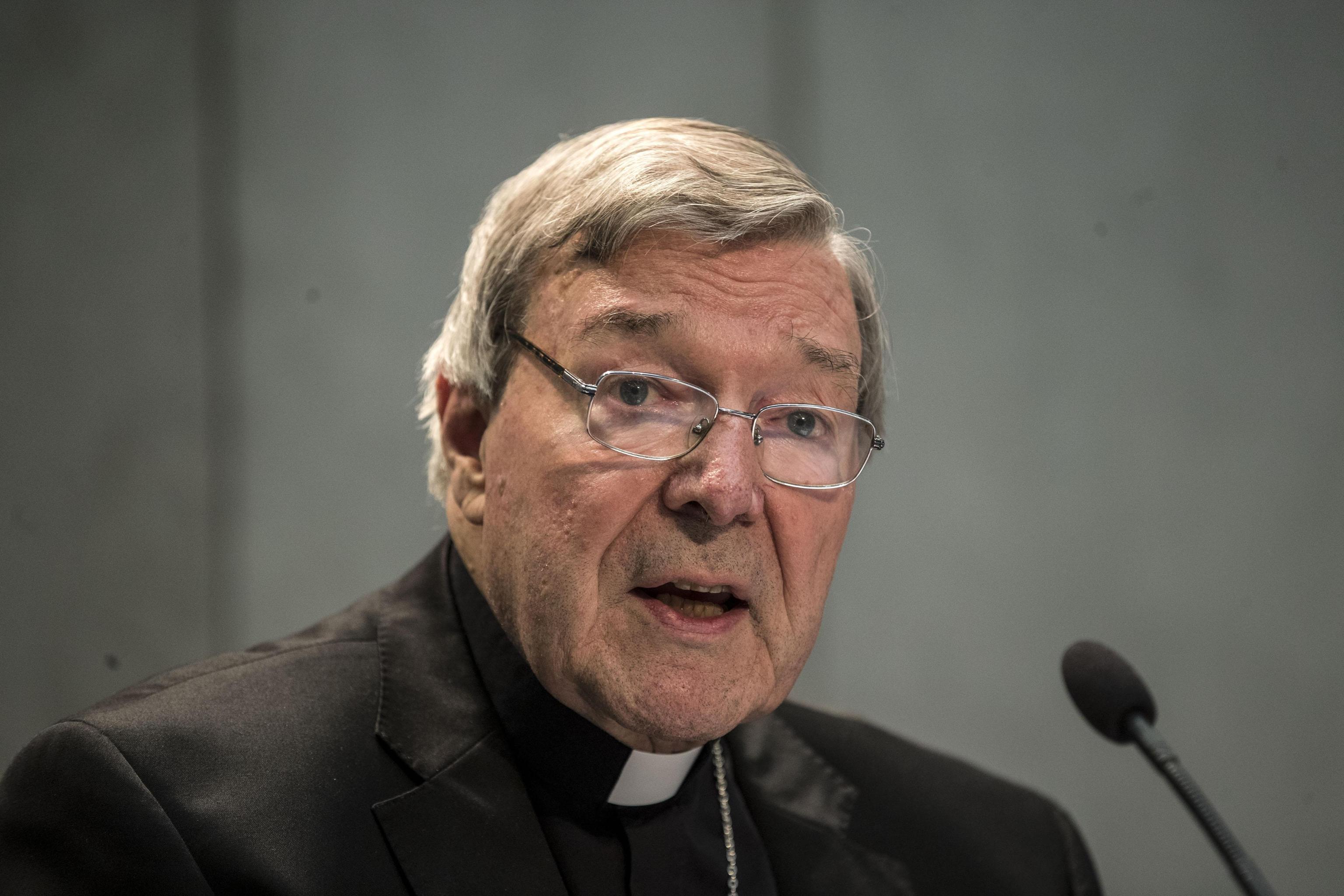 Scandalo Vaticano: il cardinale Pell incriminato per pedofilia