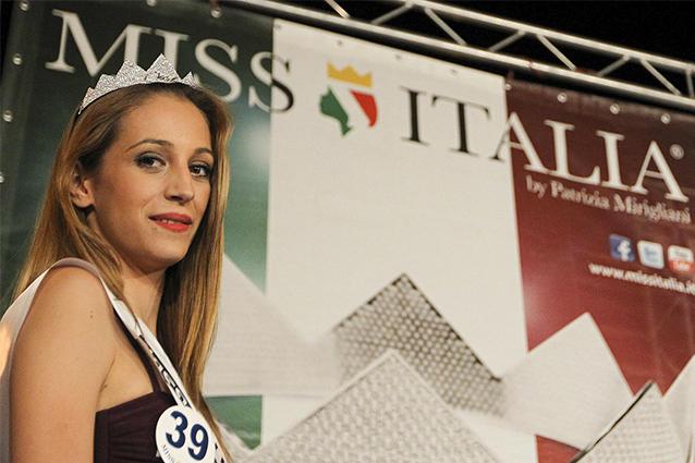 Rosaria Aprea, da vittima a carnefice: l'ex miss condannata a 3 anni per stalking