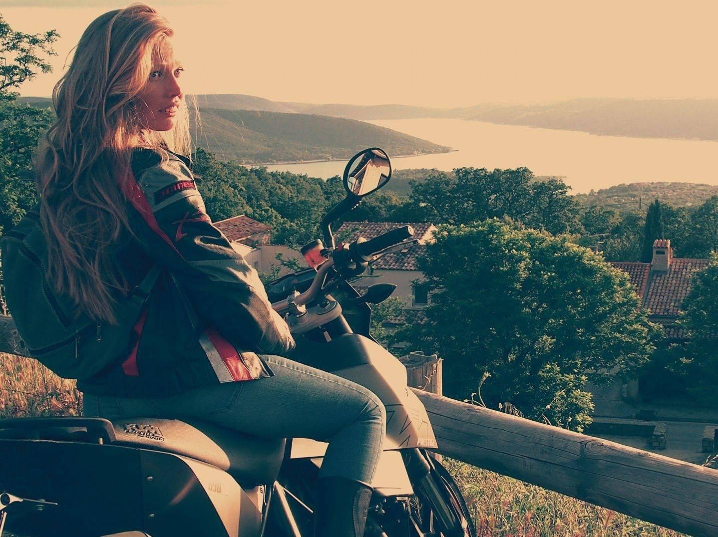 Valsusa, Elisa uccisa in moto da un furgone impazzito: lite per una mancata precedenza