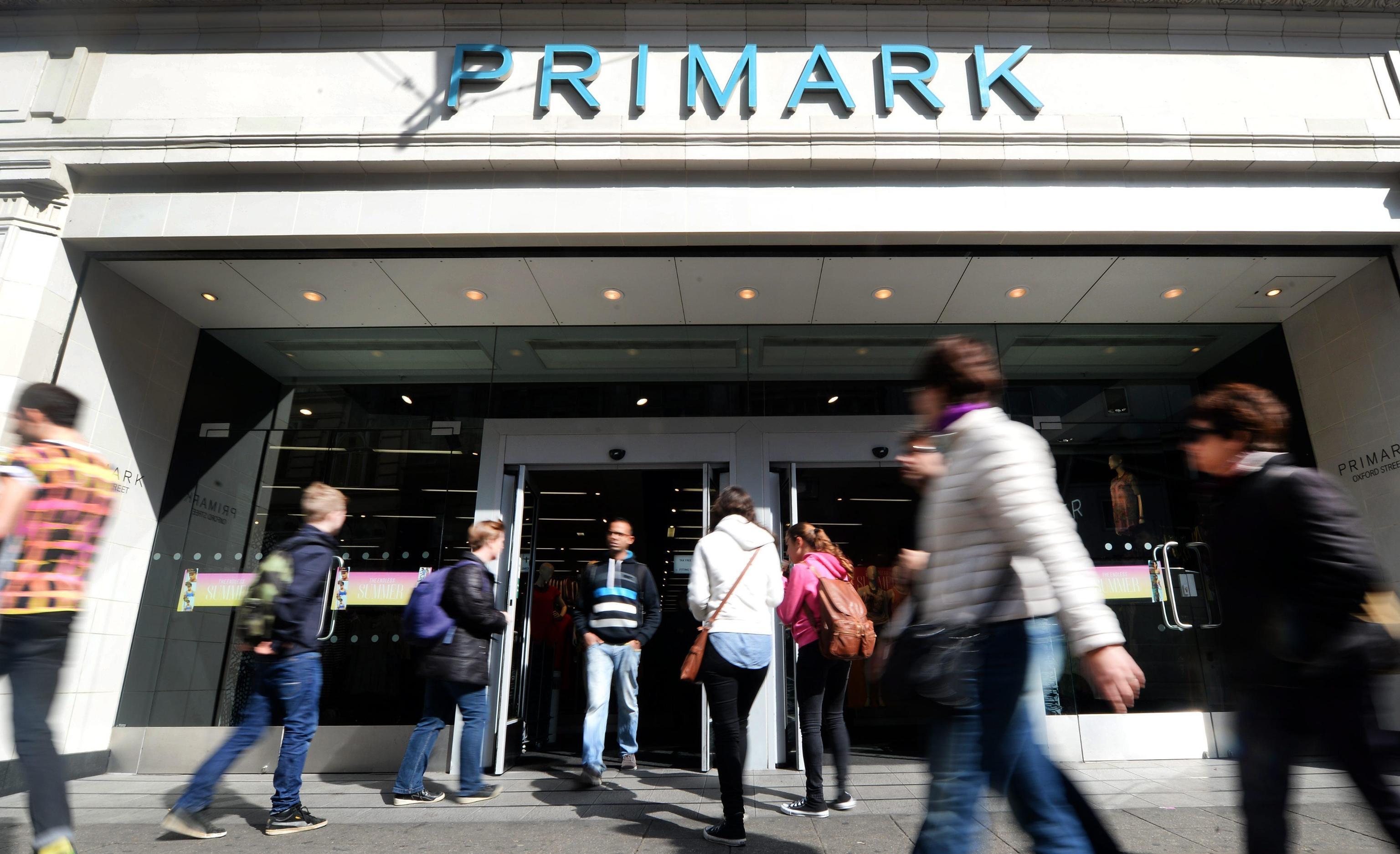 Allarme infradito, Primark ritira in Inghilterra migliaia di esemplari: sono cancerogeni