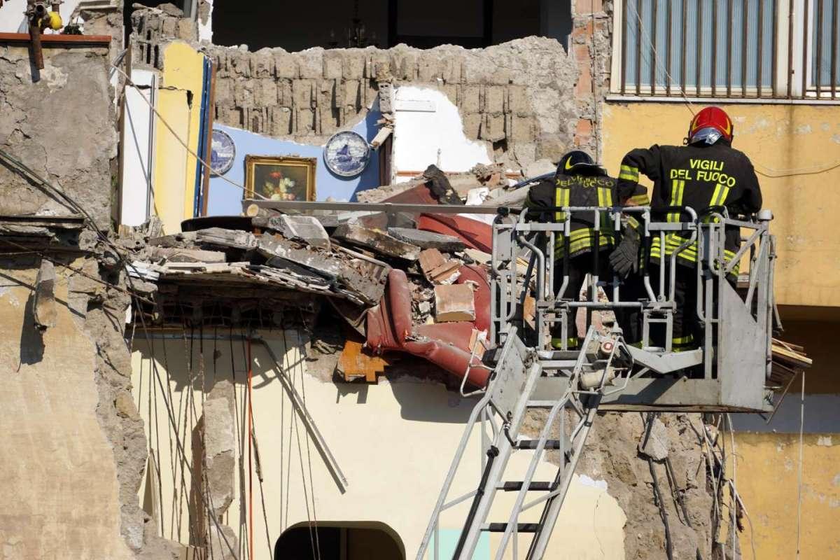 Torre Annunziata, crollo della palazzina: tra gli otto morti anche due bambini