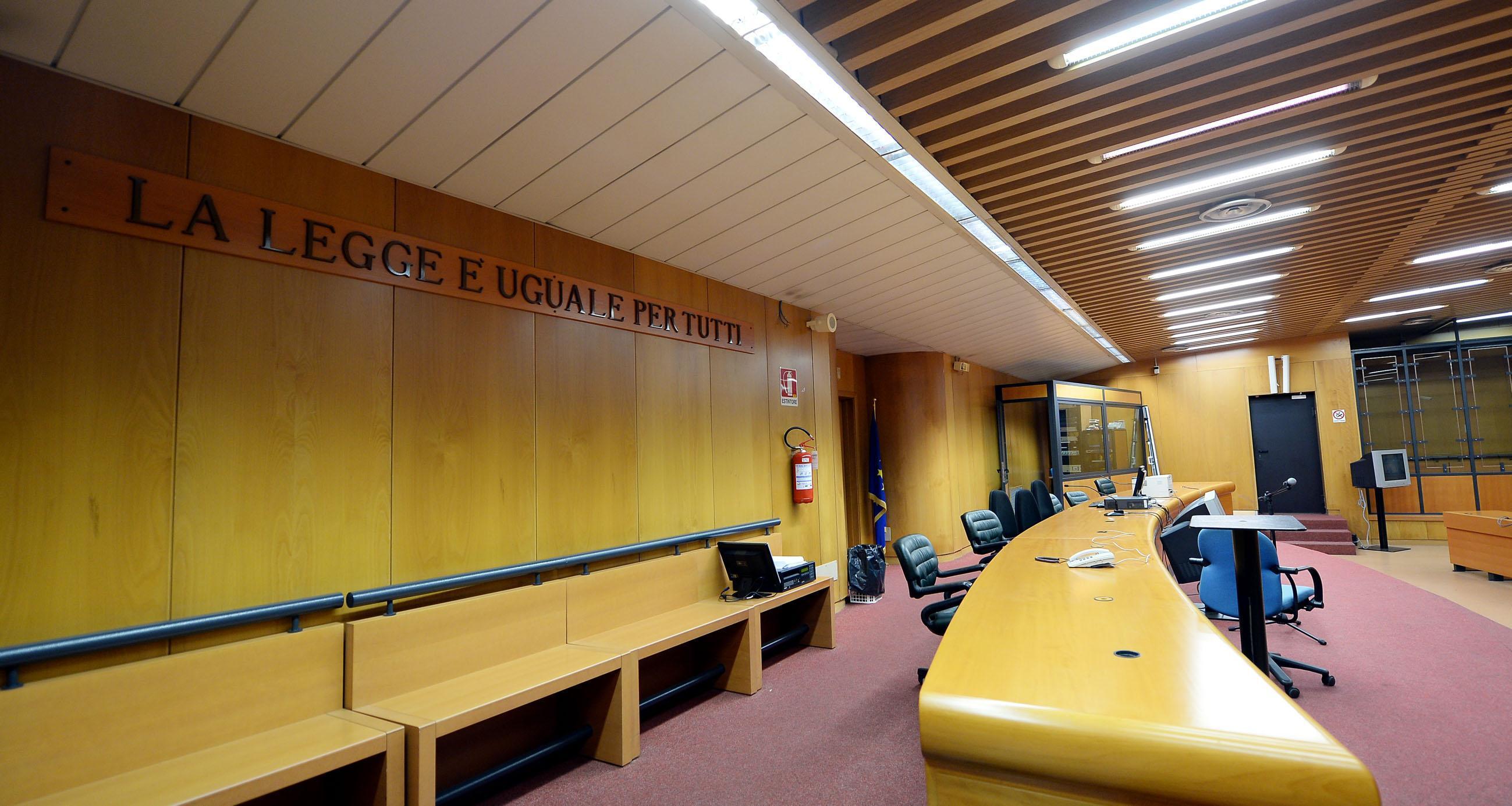 """Torino, decisione choc: """"Eiaculare su abiti di una donna non è violenza sessuale"""", gip rigetta arresto"""