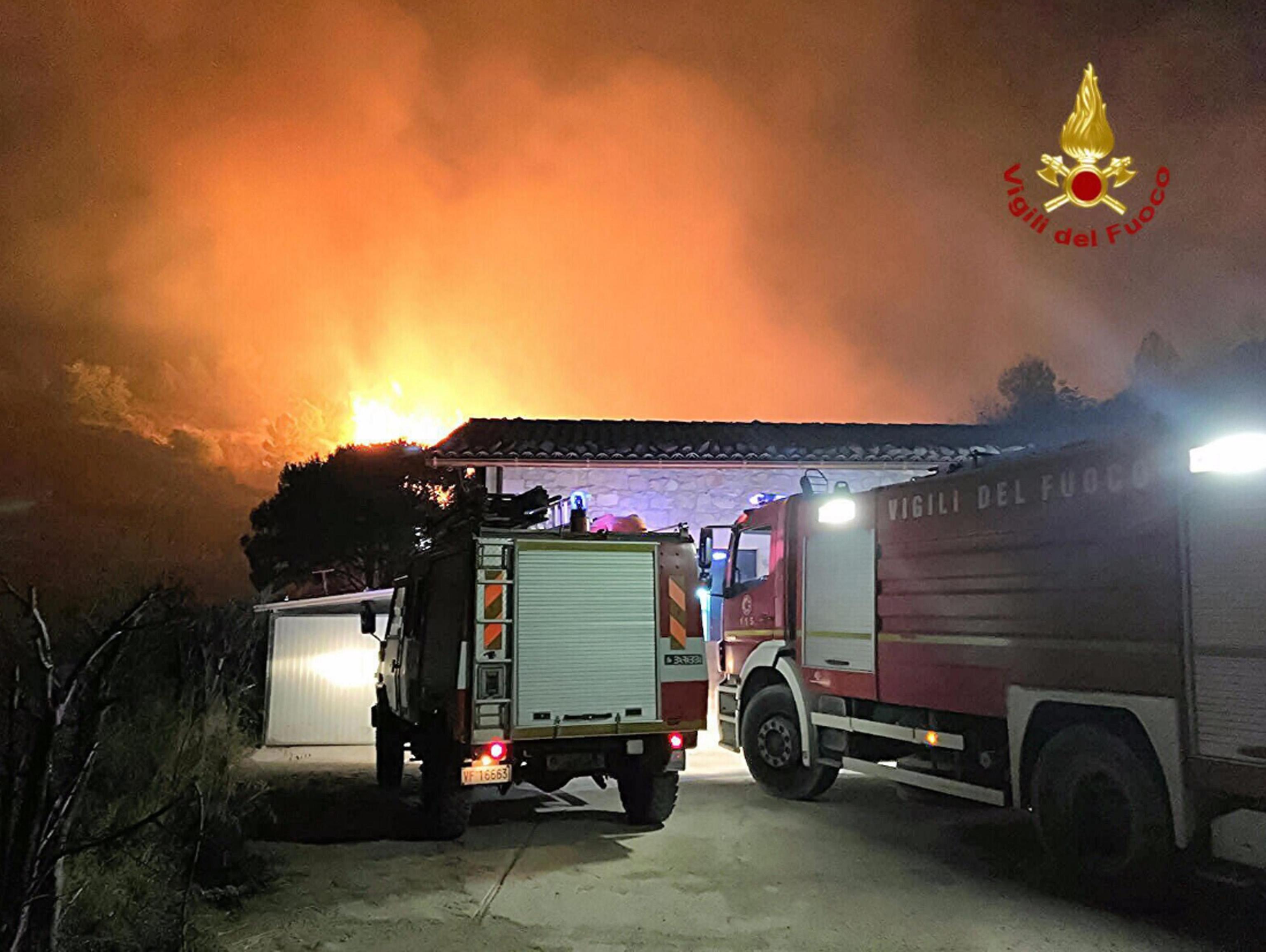 Ragusa, vigili del fuoco piromani: appiccavano fuoco per soldi ora indagati