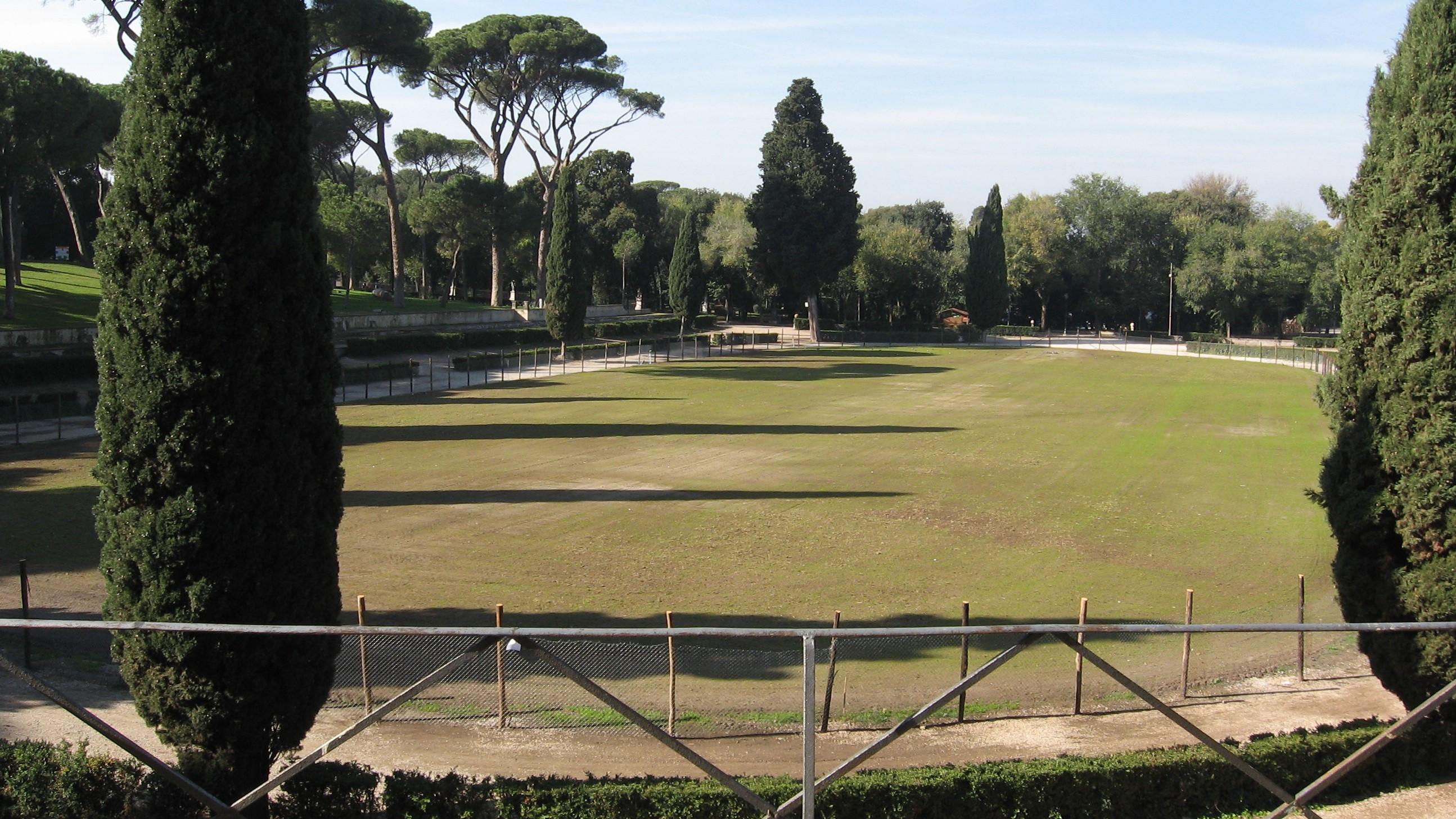 Villa Borghese, turista tedesca violentata e legata nuda a un palo