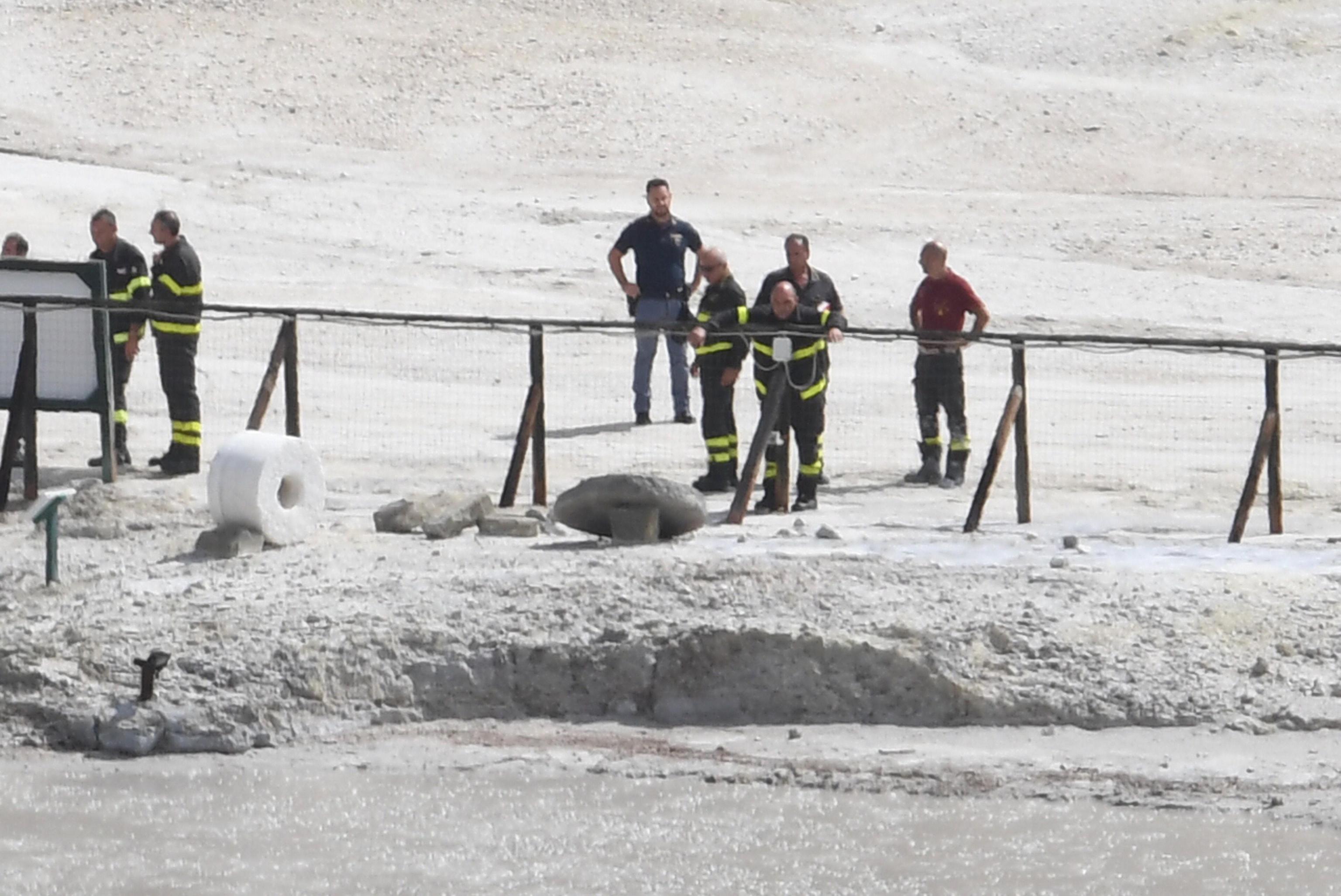 Pozzuoli, famiglia torinese muore nel cratere della Solfatara: precipitano per salvare il figlio