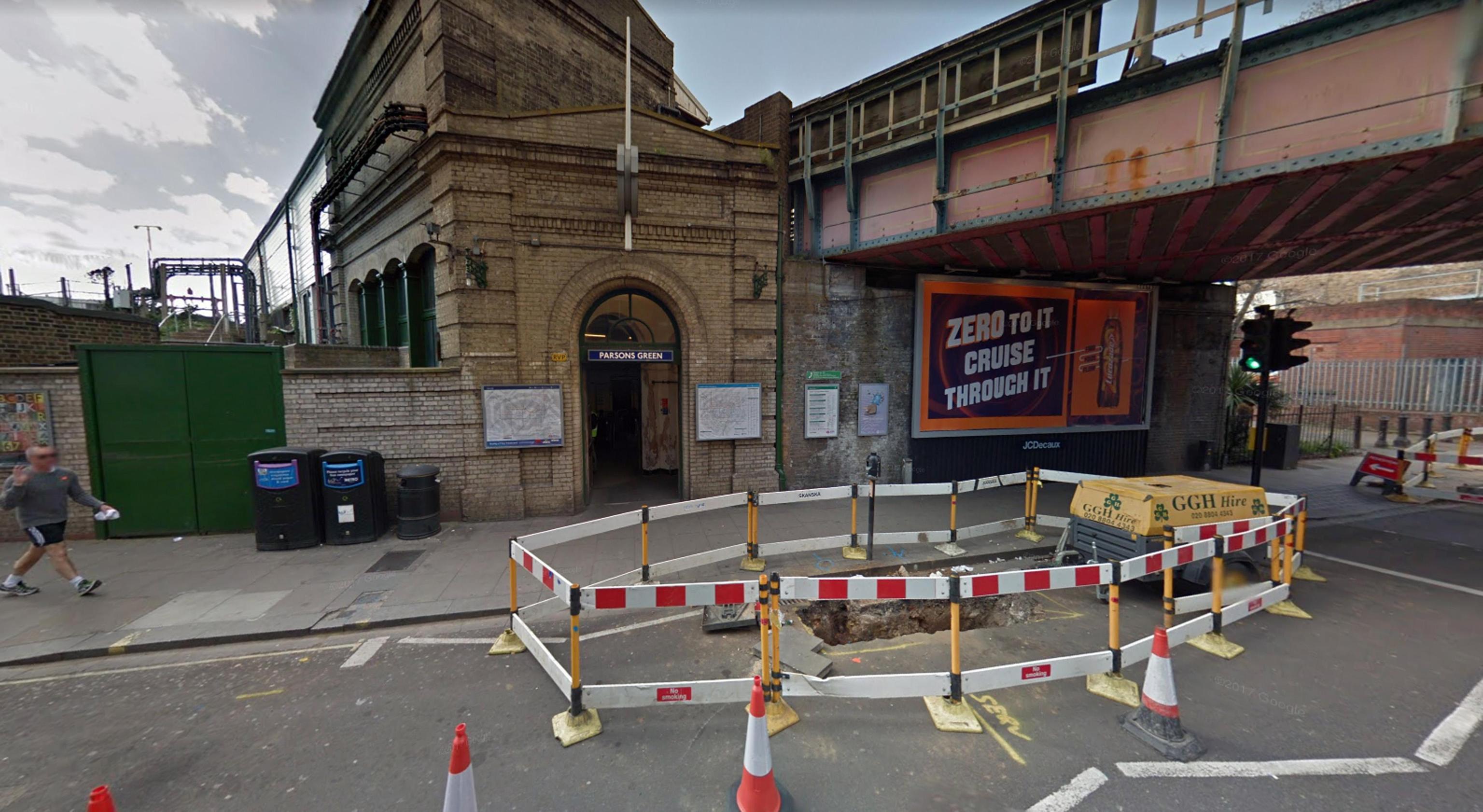 Londra, esplosione sulla metro causa feriti e ustionati: per Scotland Yard è terrorismo