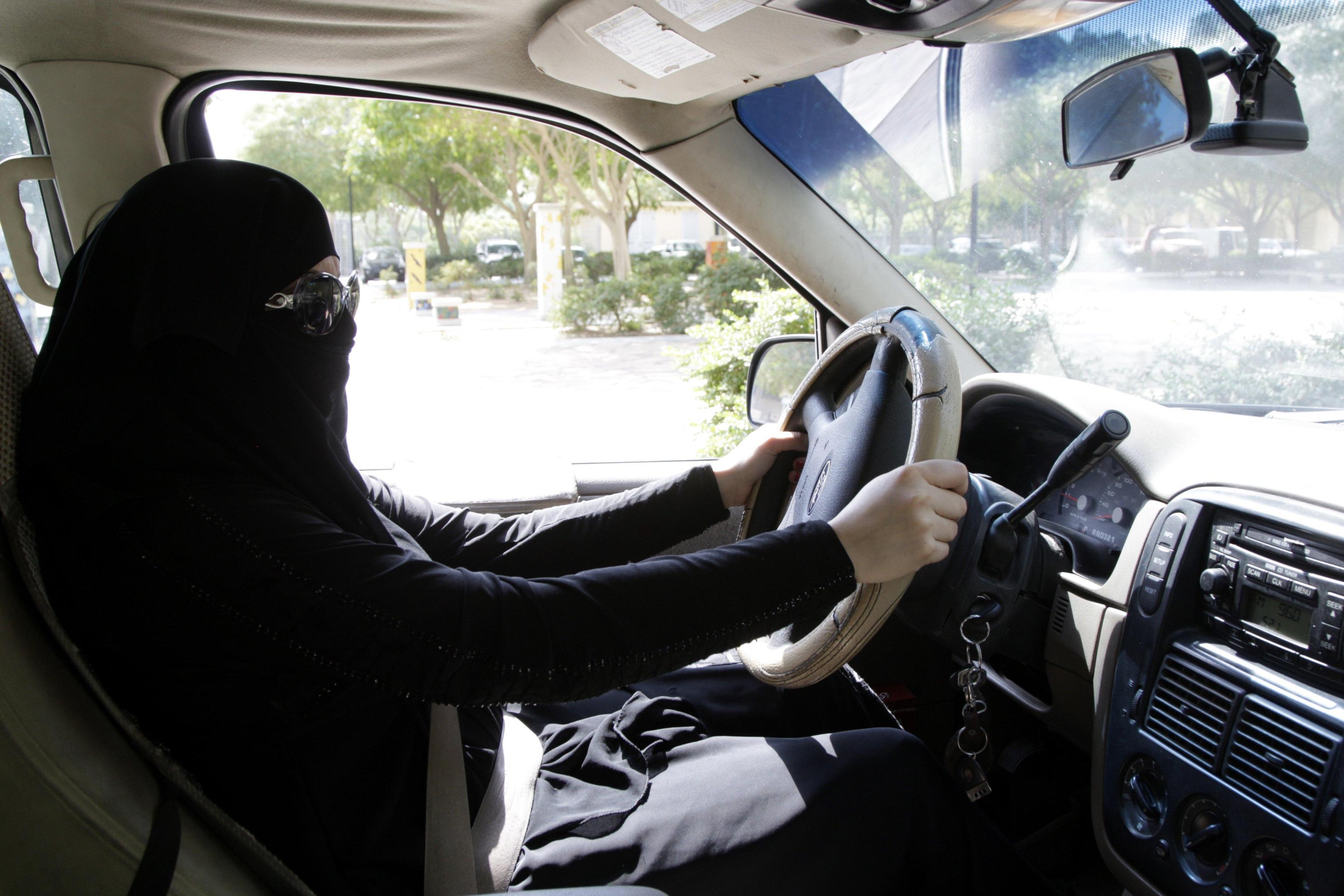 Arabia Saudita, svolta storica: le donne potranno guidare