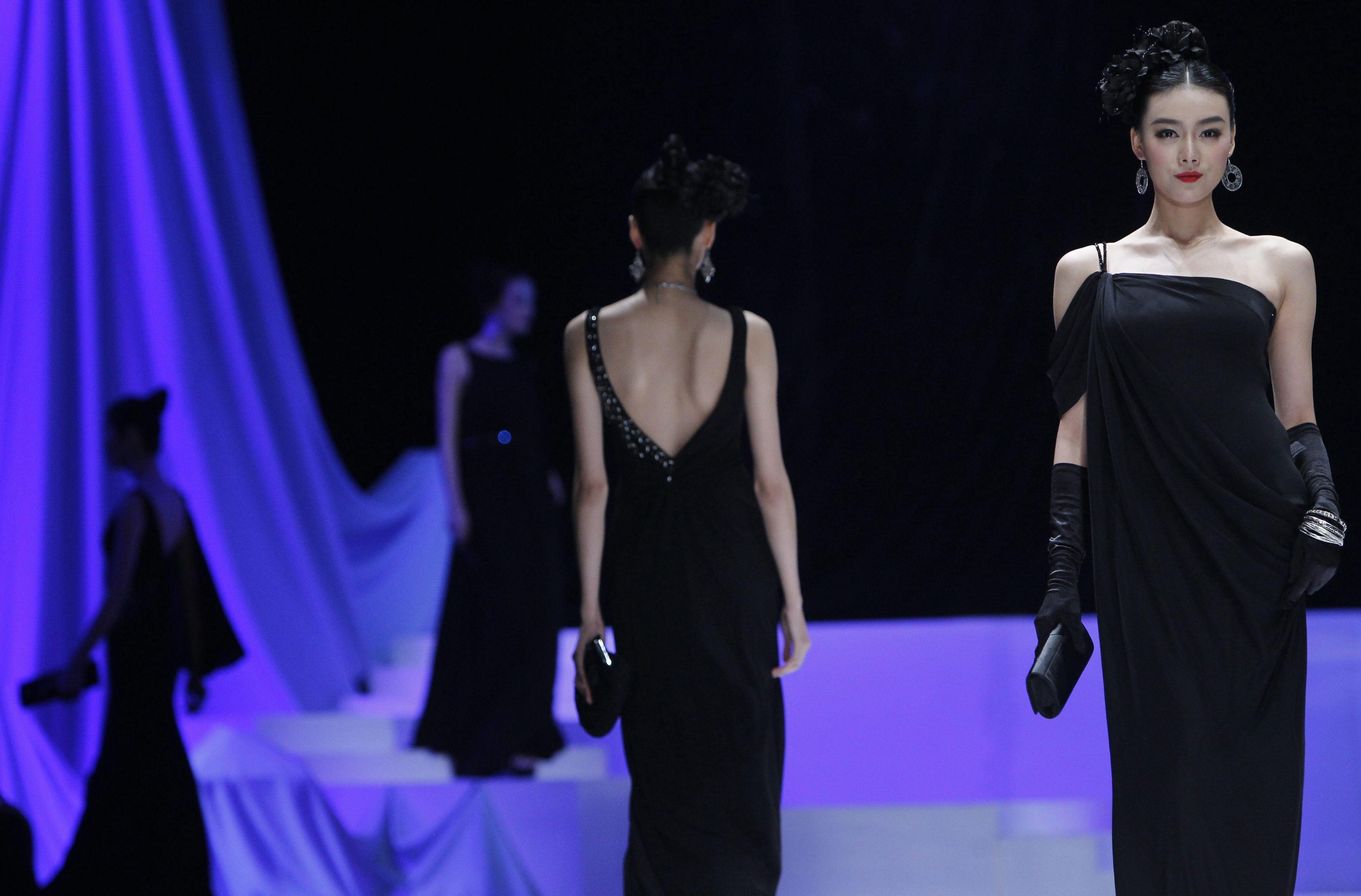 Moda, Lvmh-Kering: stop a modelle taglia 36 e under 16 in passerella