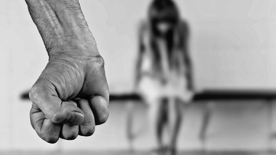 Relazione violenta, quale aiuto possono fornire i genitori
