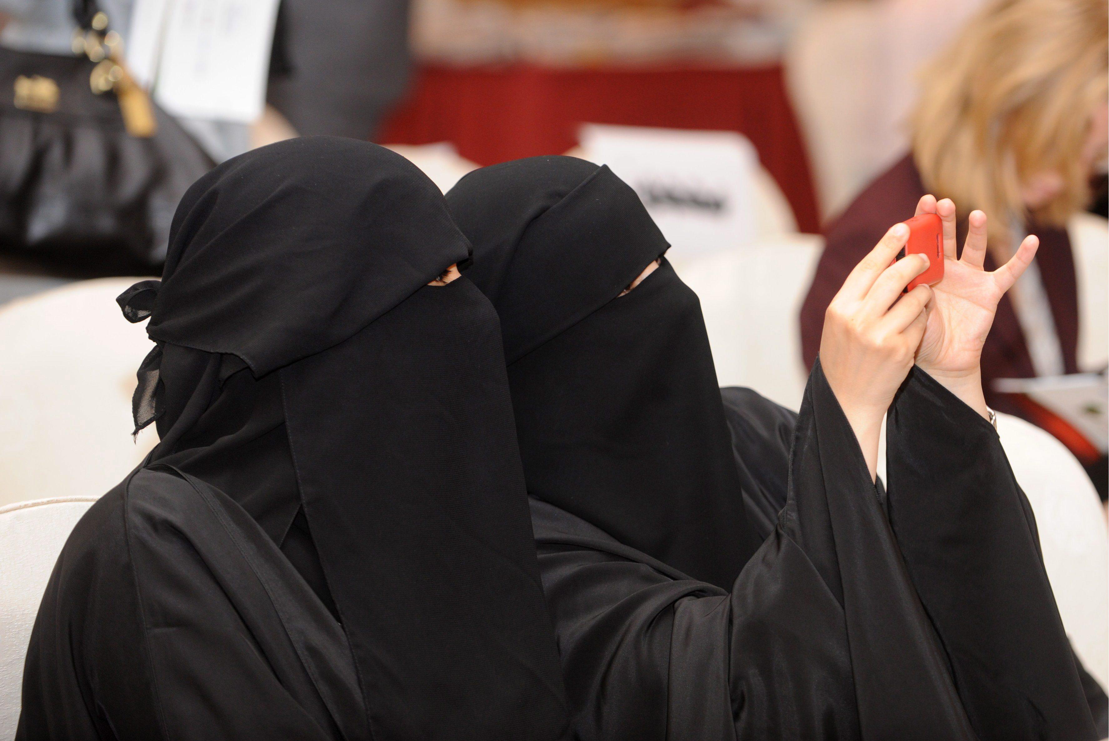 Arabia Saudita, i diritti fondamentali non esistono: tutto quello che una donna non può fare