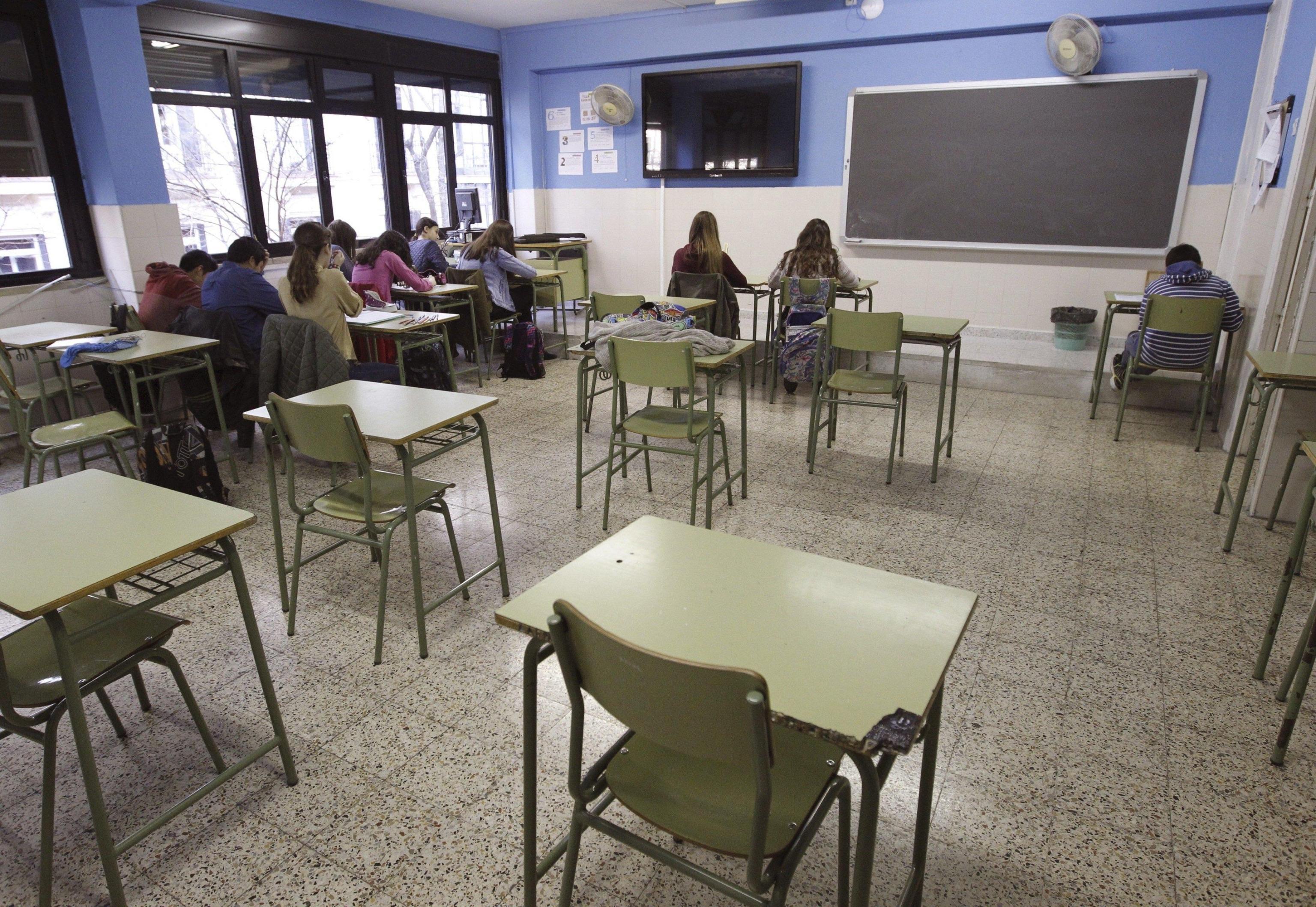 Brindisi: foto dei prof in aula finiscono su Instagram, sospesi due studenti