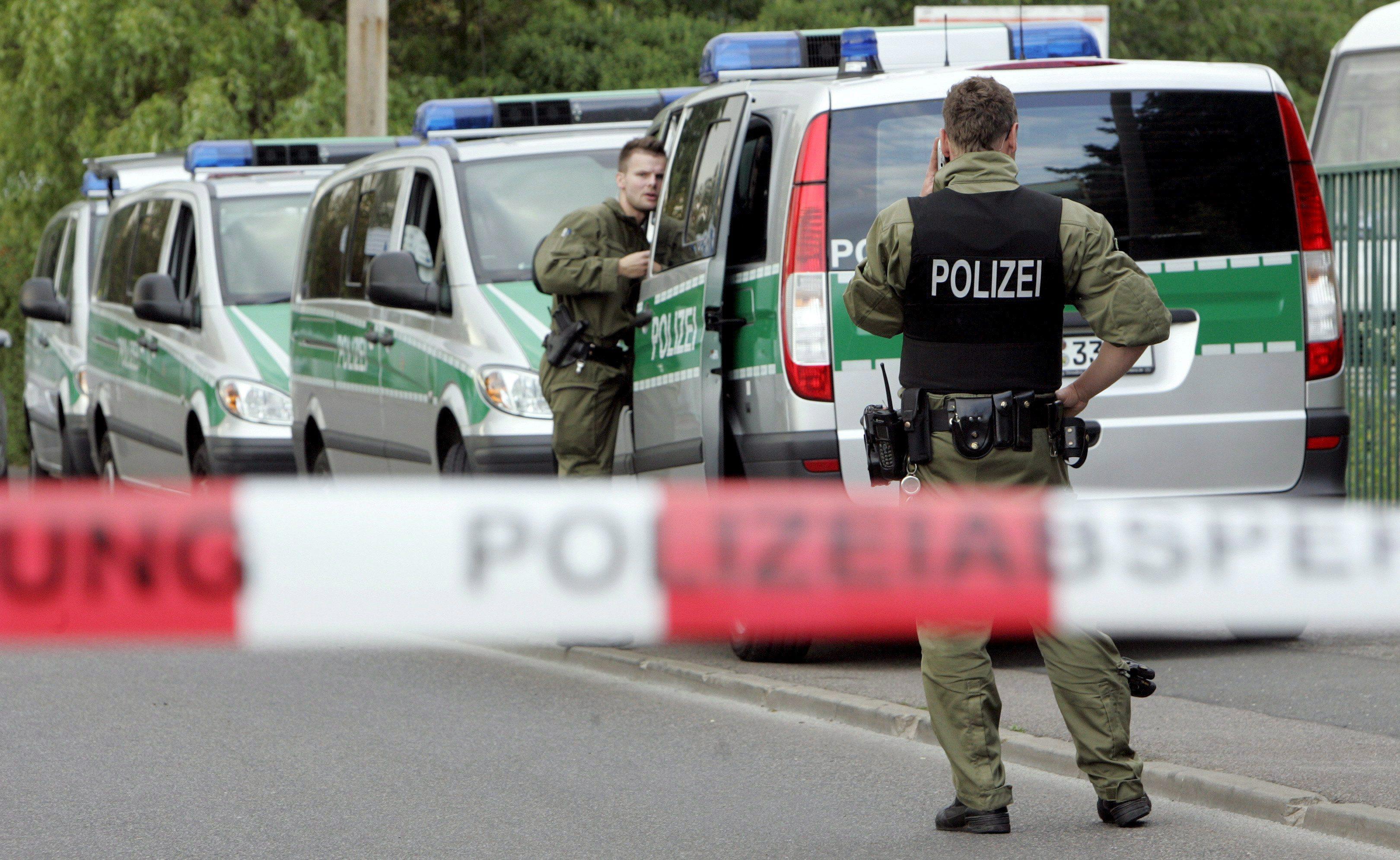 Monaco: accoltella i passanti, diversi feriti